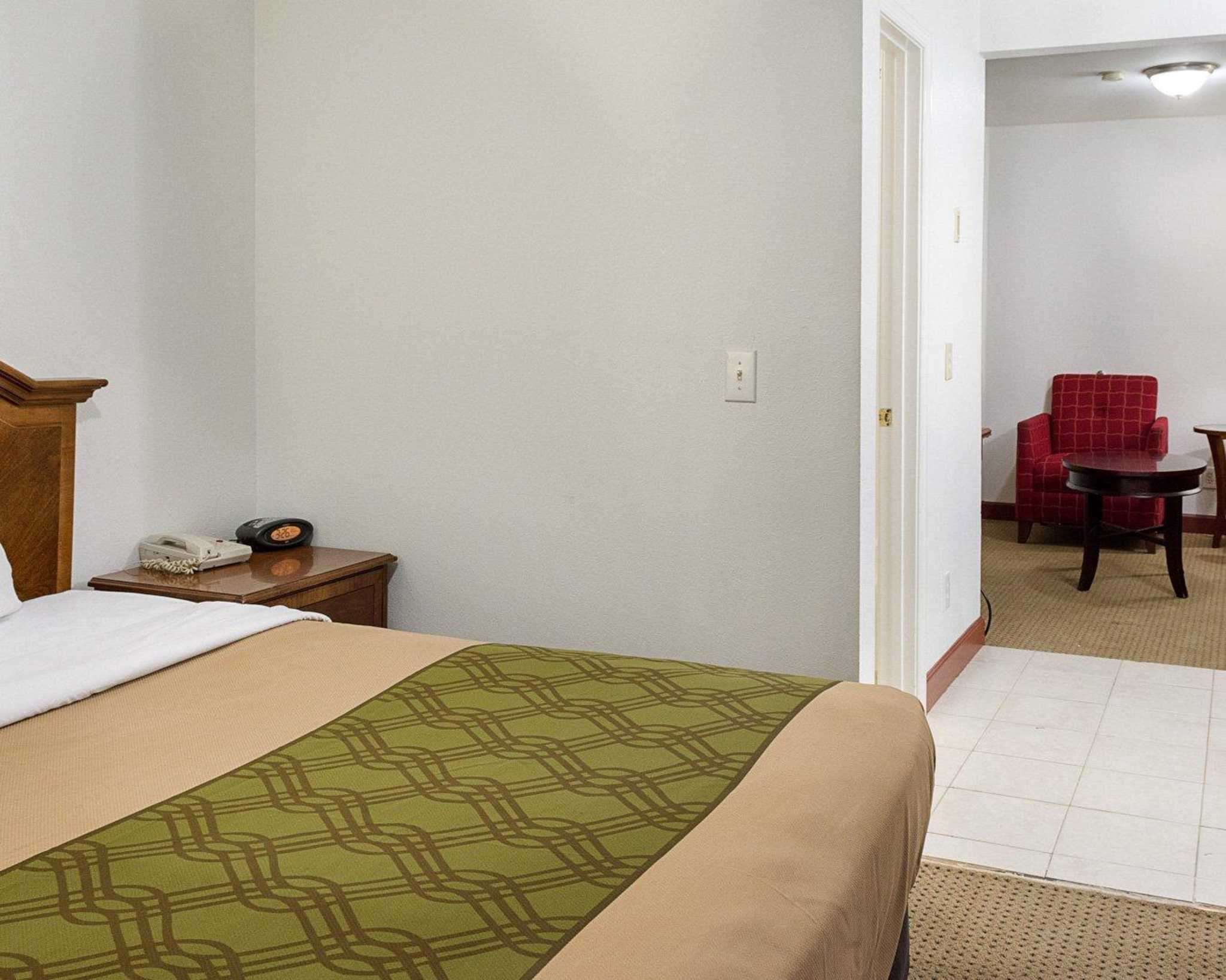 Econo Lodge Inn & Suites Carrollton Smithfield image 25