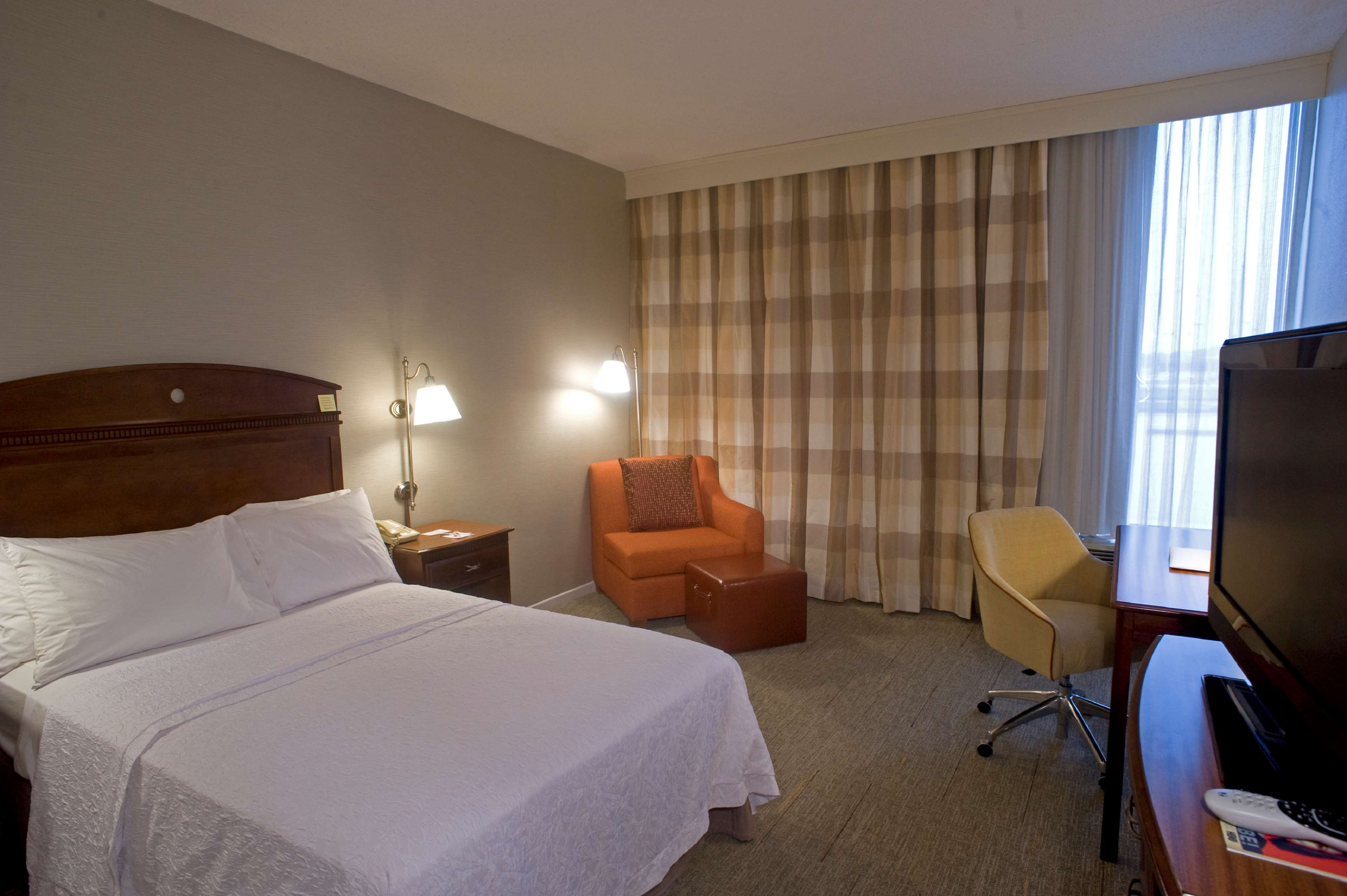 Hampton Inn Springfield-South image 17