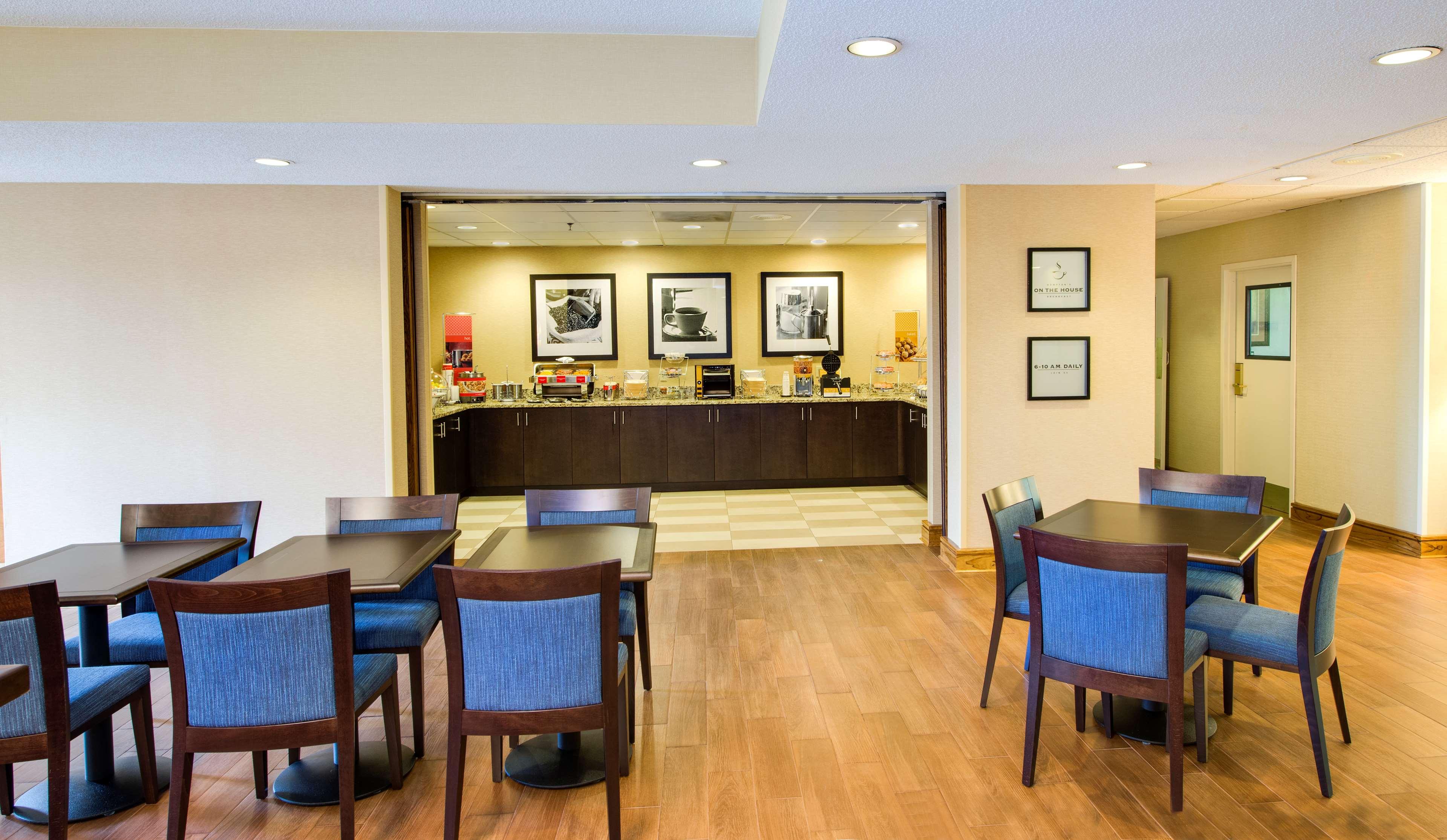 Hampton Inn Atlanta-Southlake image 5