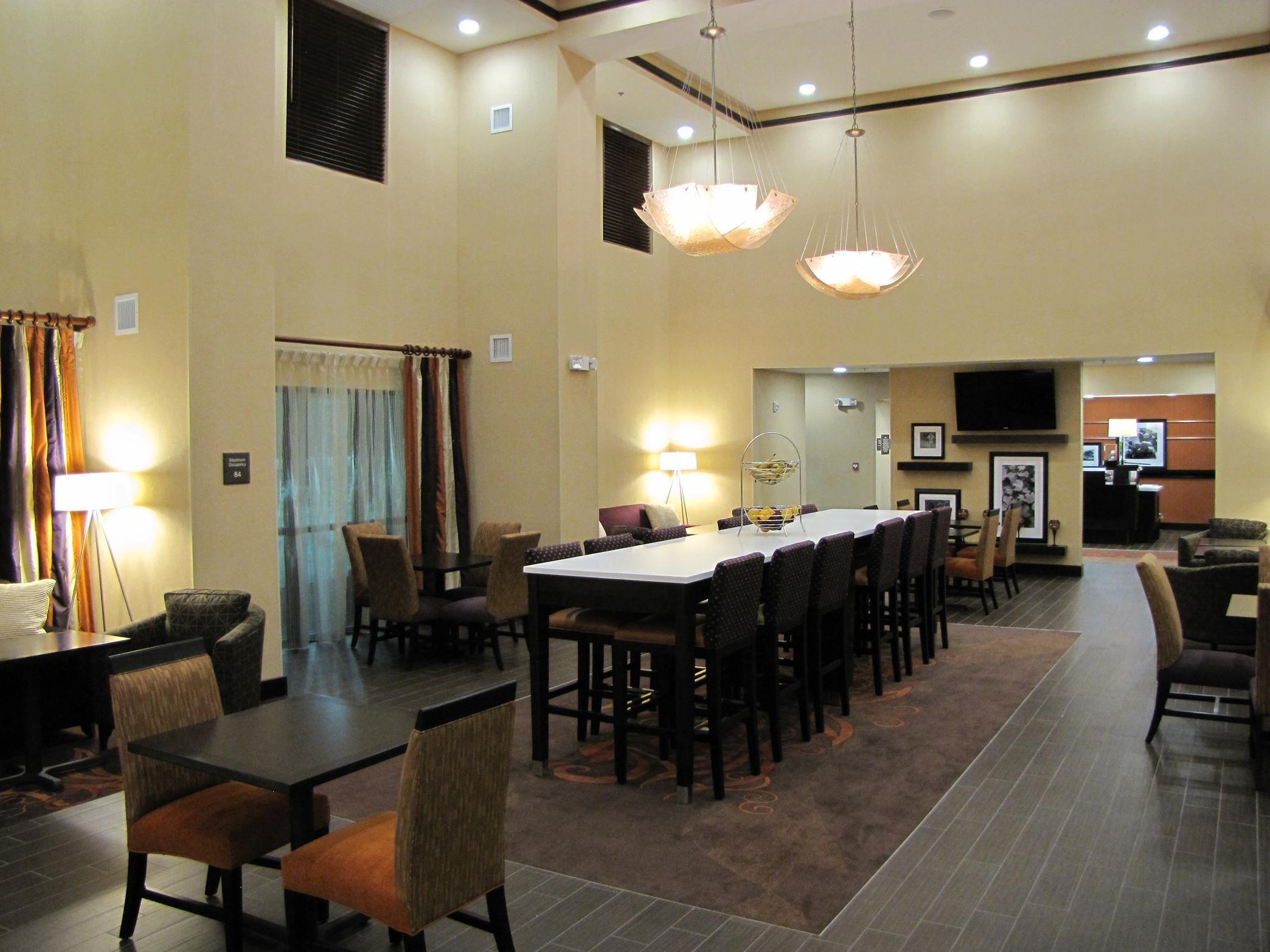 Hampton Inn & Suites Jamestown, ND image 1