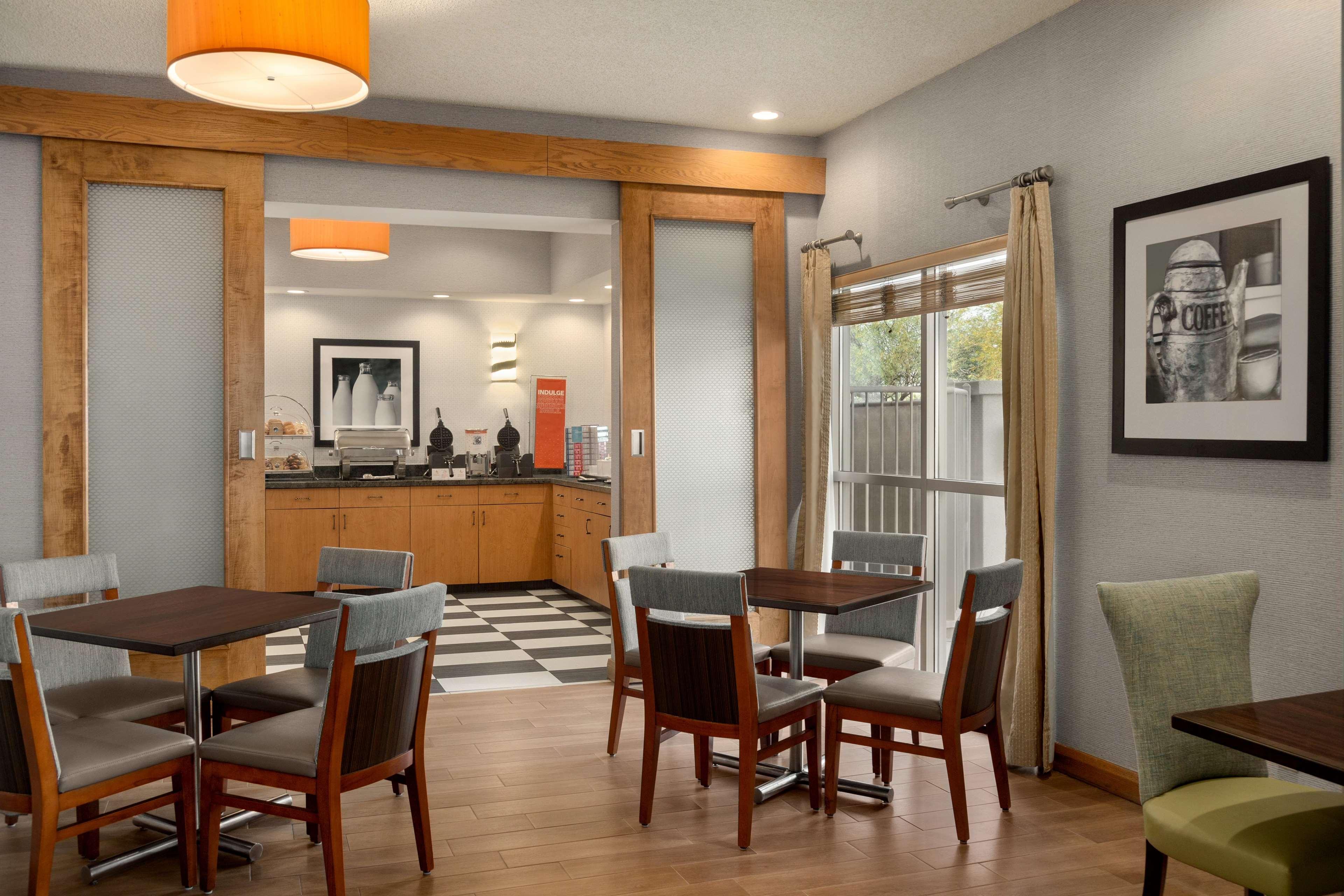 Hampton Inn Phoenix-Midtown-Downtown Area image 7