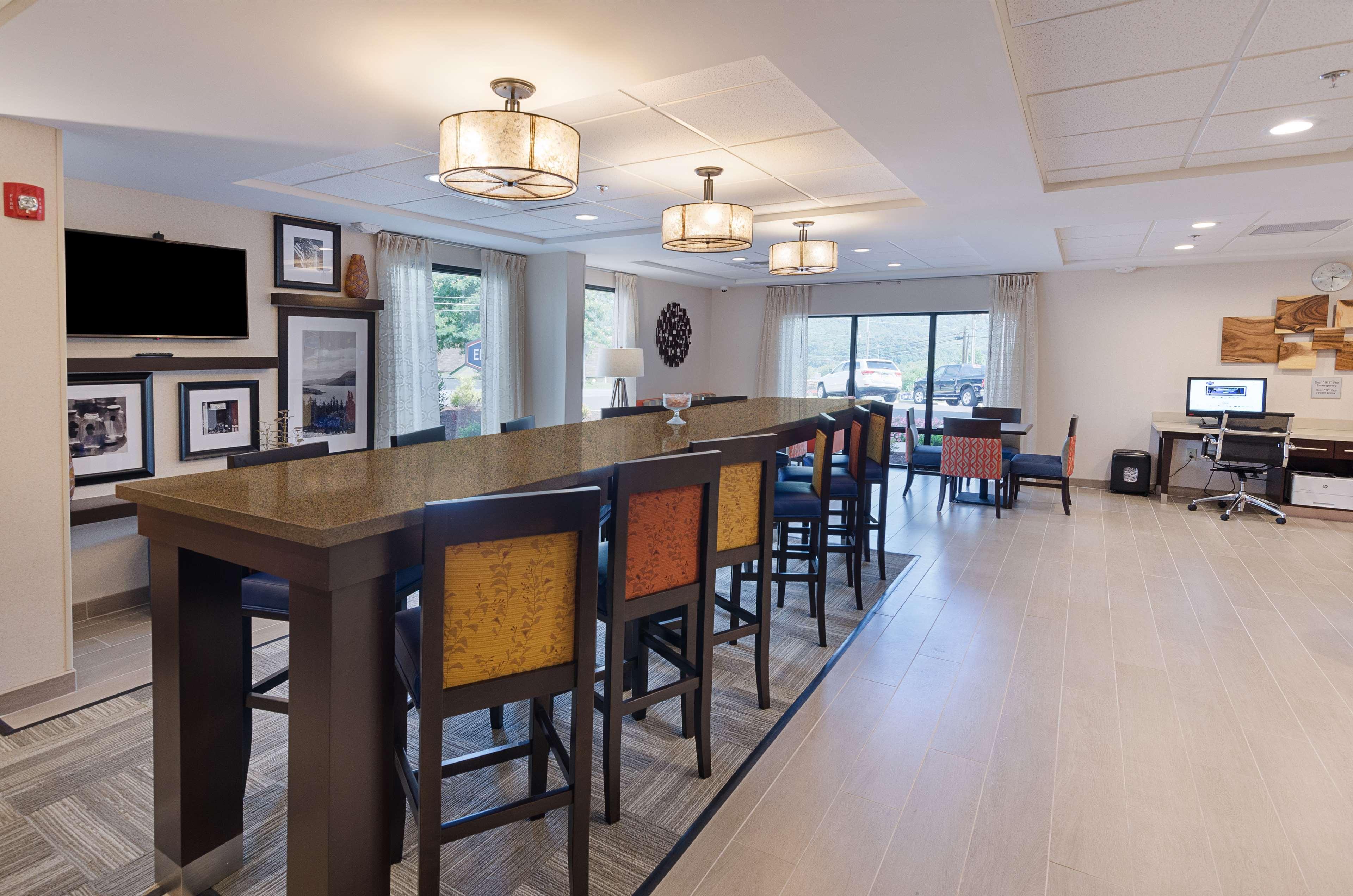 Hampton Inn Covington image 9