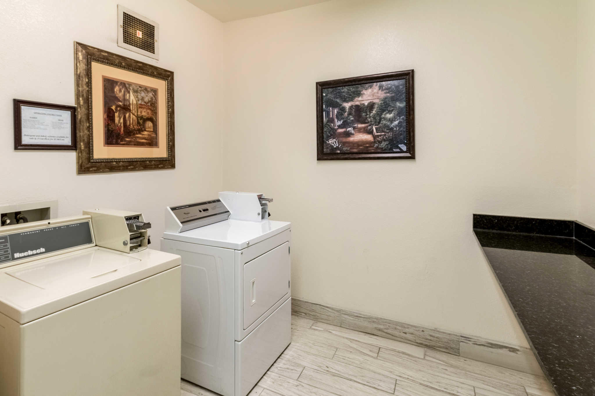 Quality Suites Burleson - Ft. Worth image 34