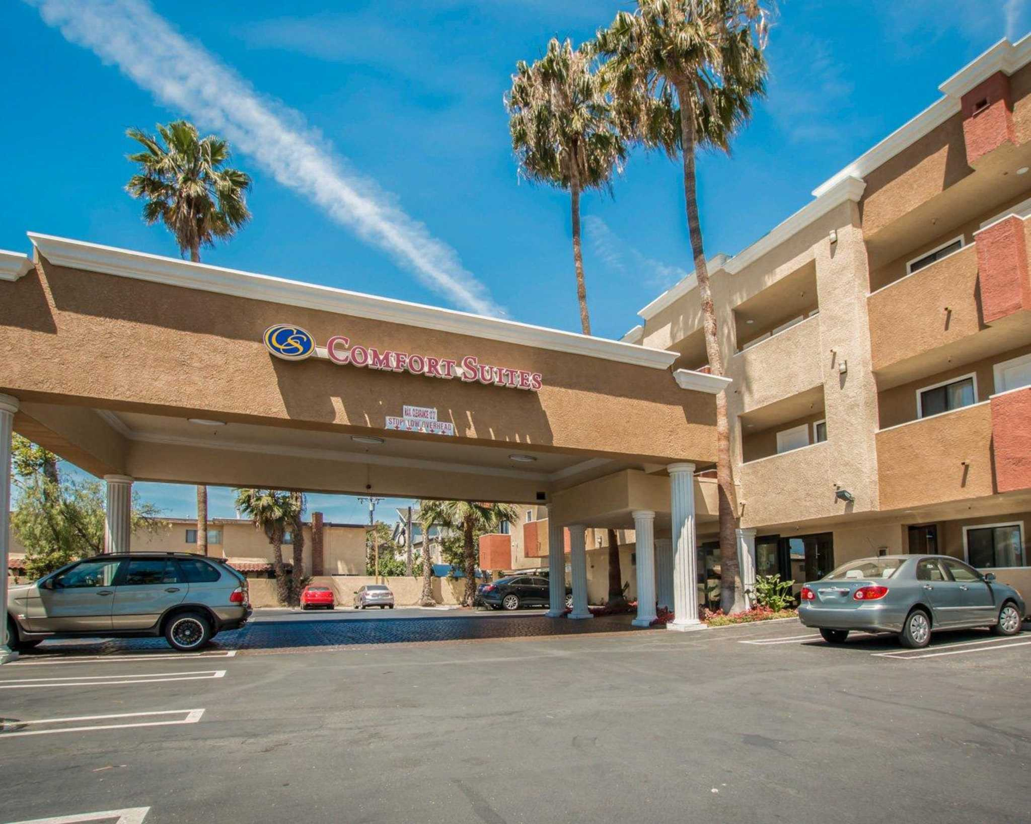 Comfort Suites Huntington Beach image 1