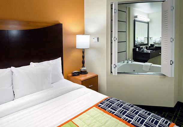 Fairfield Inn & Suites by Marriott Charlotte Matthews image 2