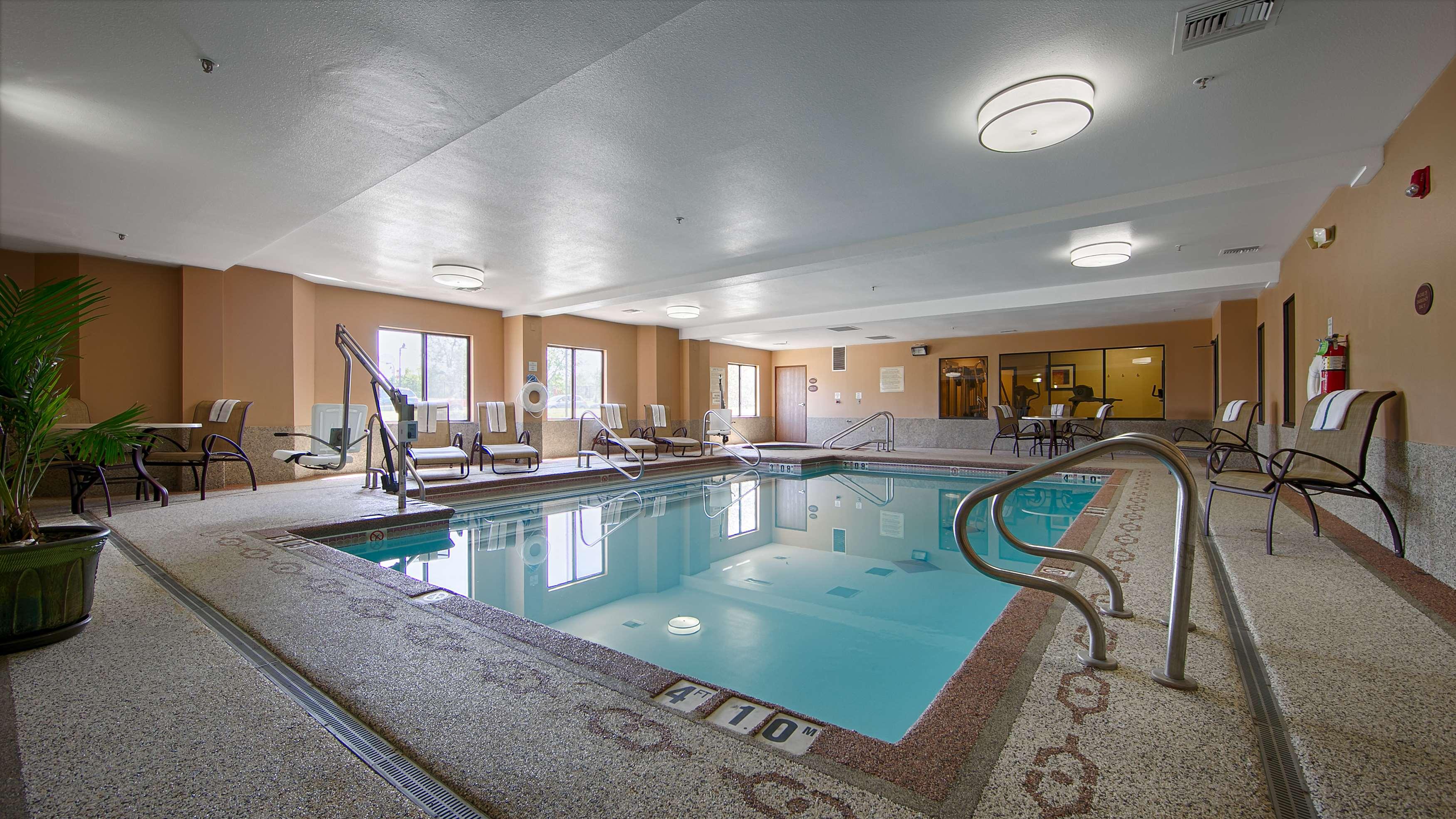 Best Western Plus Woodland Hills Hotel & Suites image 9
