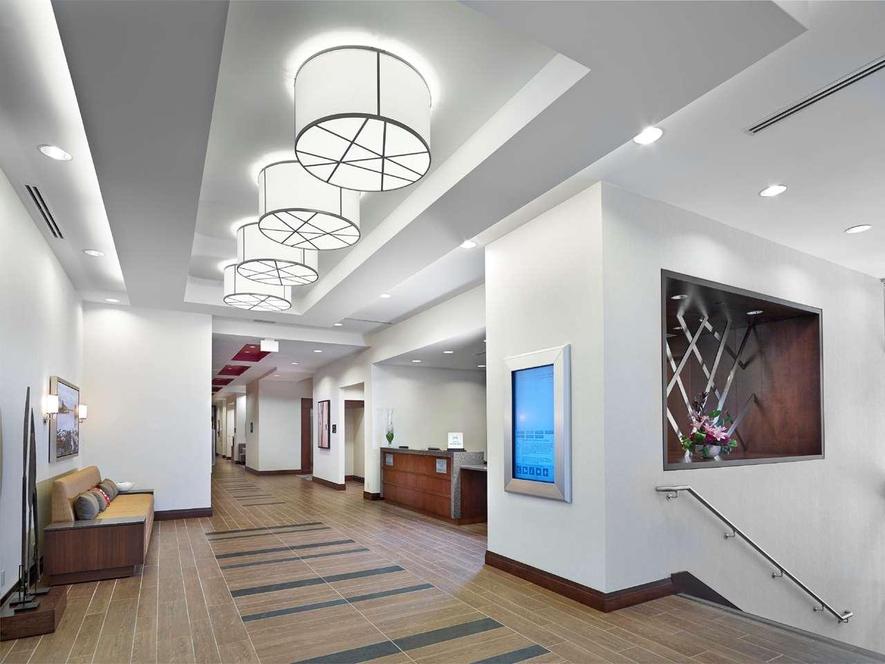 Hampton Inn by Hilton Halifax Downtown in Halifax: Lobby