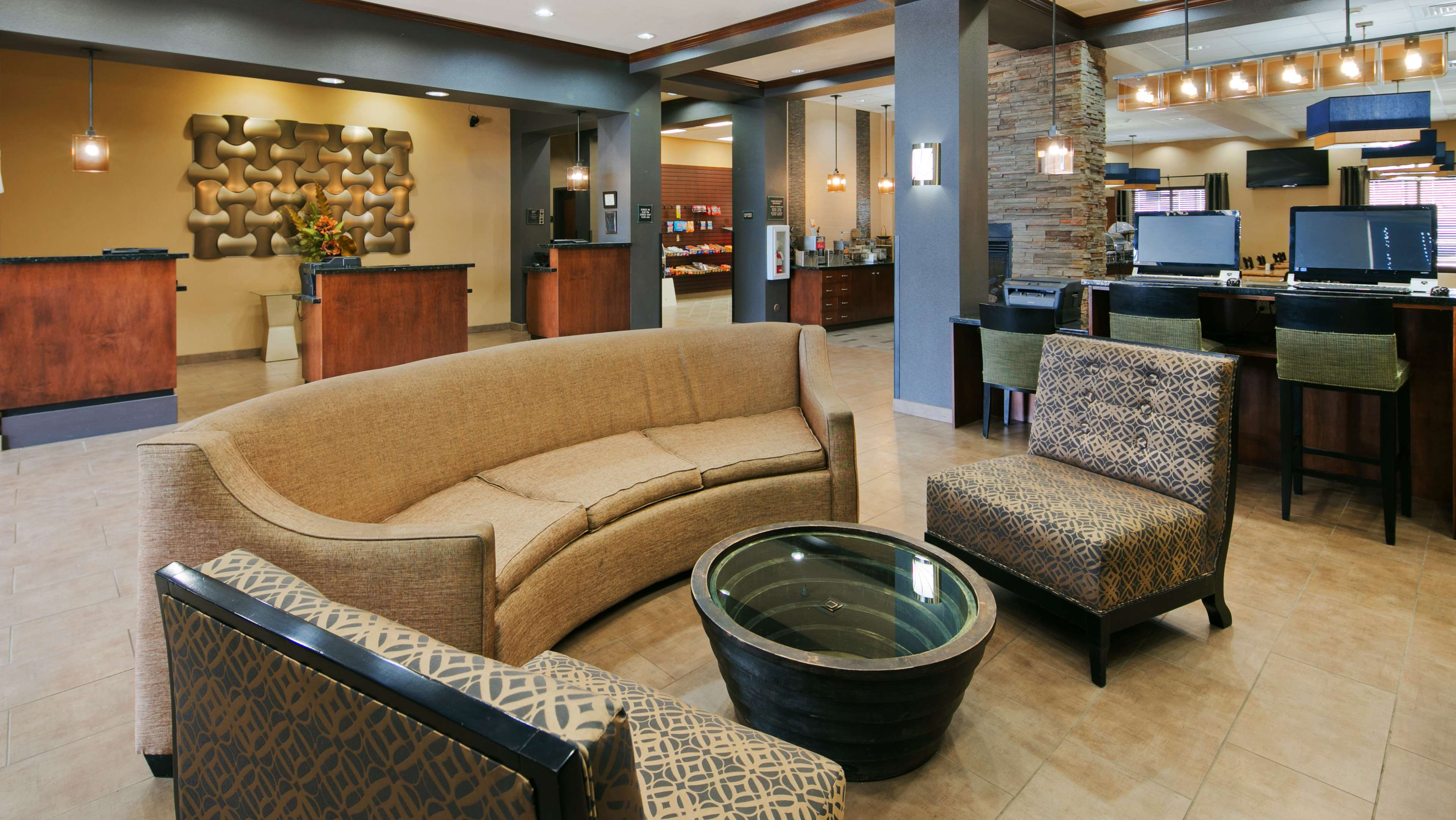 Best Western Plus Williston Hotel & Suites image 5