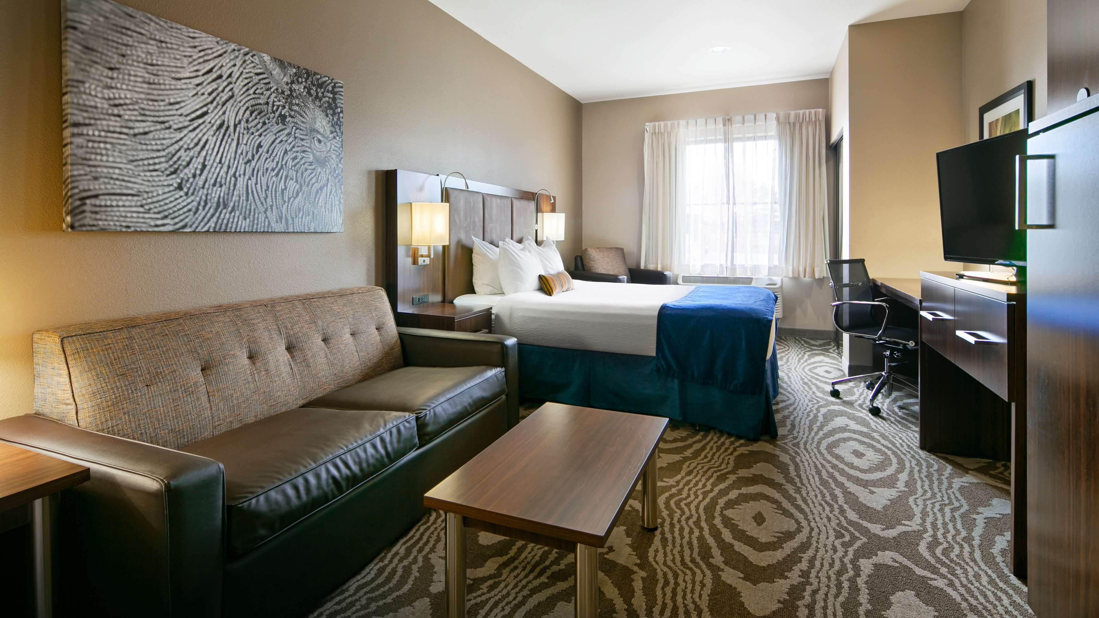 Best Western Plus Williston Hotel & Suites image 11