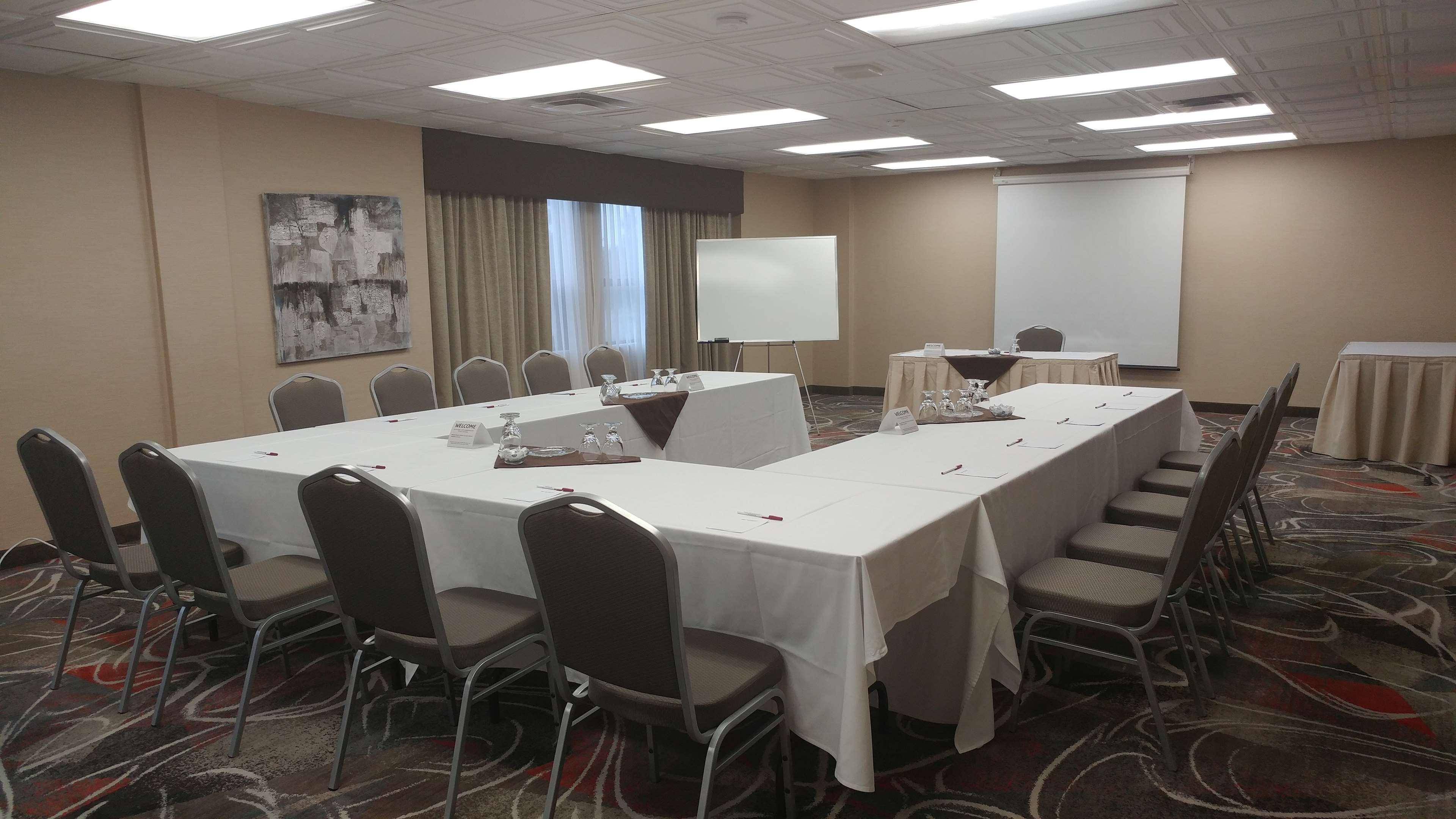 Best Western Plus Rose City Suites in Welland: Rose Room