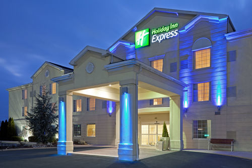 Holiday Inn Express & Suites Reading image 4