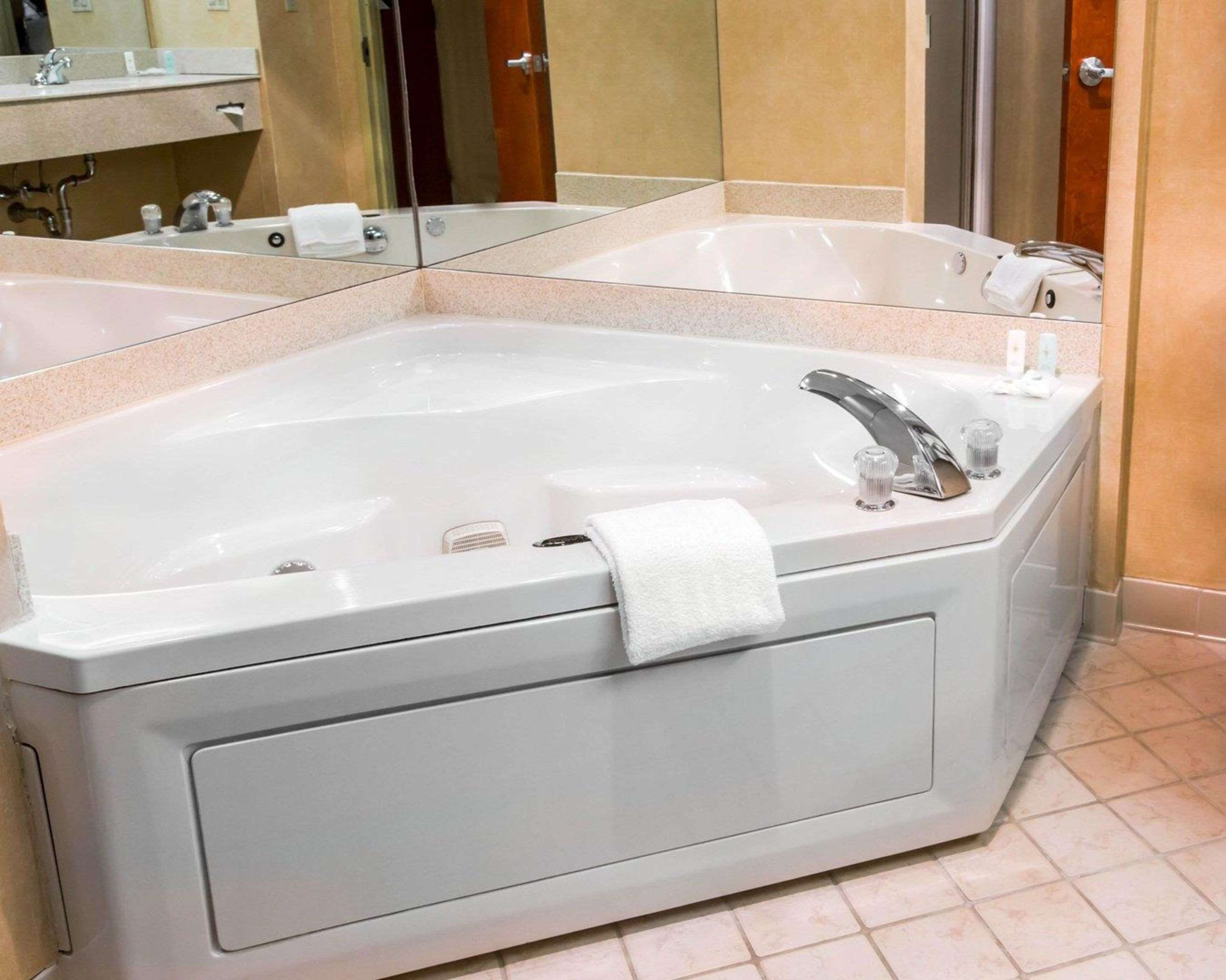 Guest room with hot tub