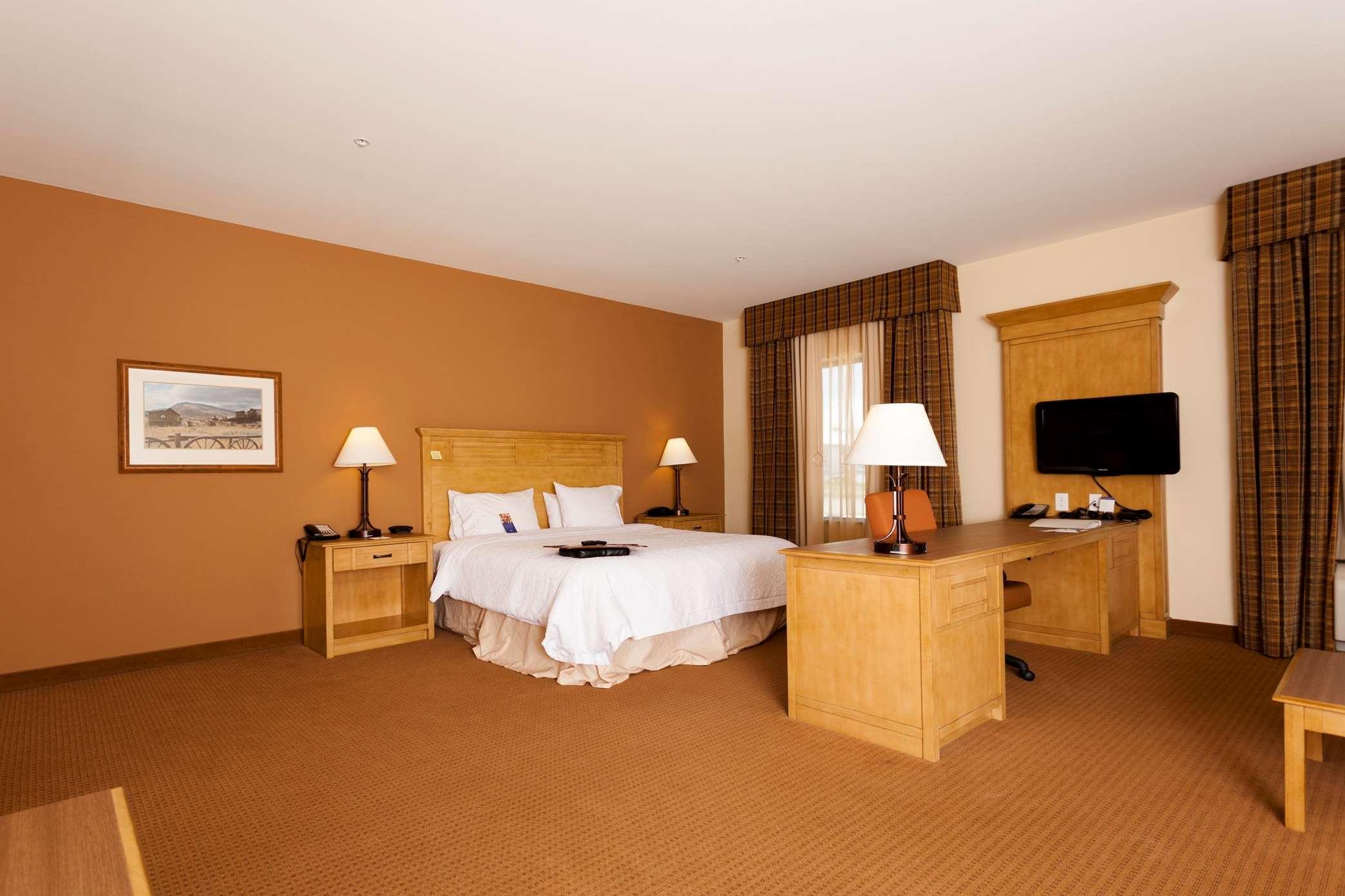Hampton Inn & Suites Riverton image 17