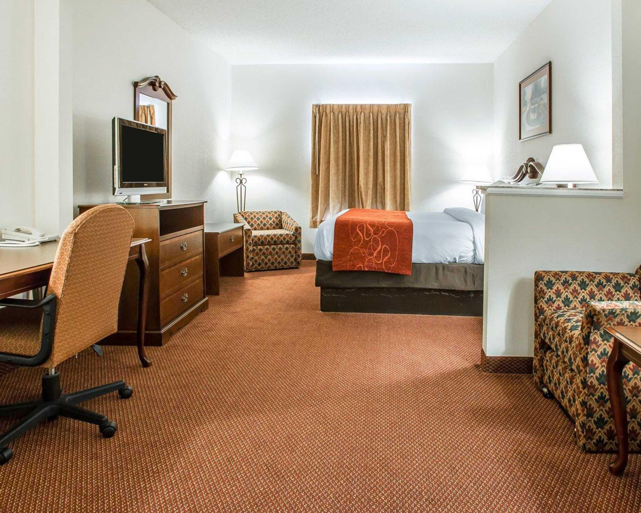 Comfort Suites Jefferson City image 24