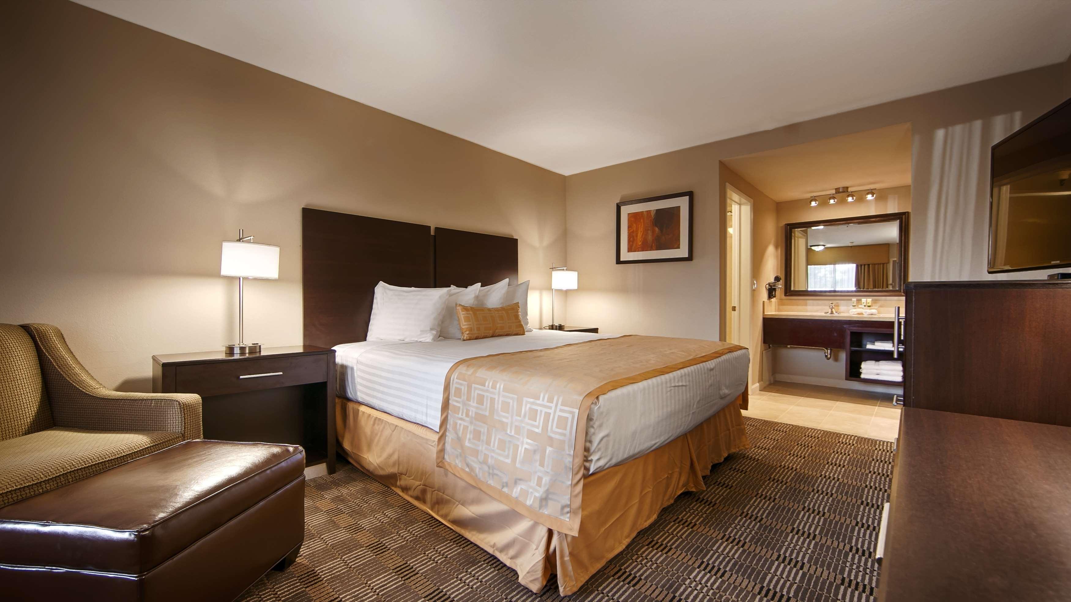 Best Western Pasadena Royale Inn & Suites image 3
