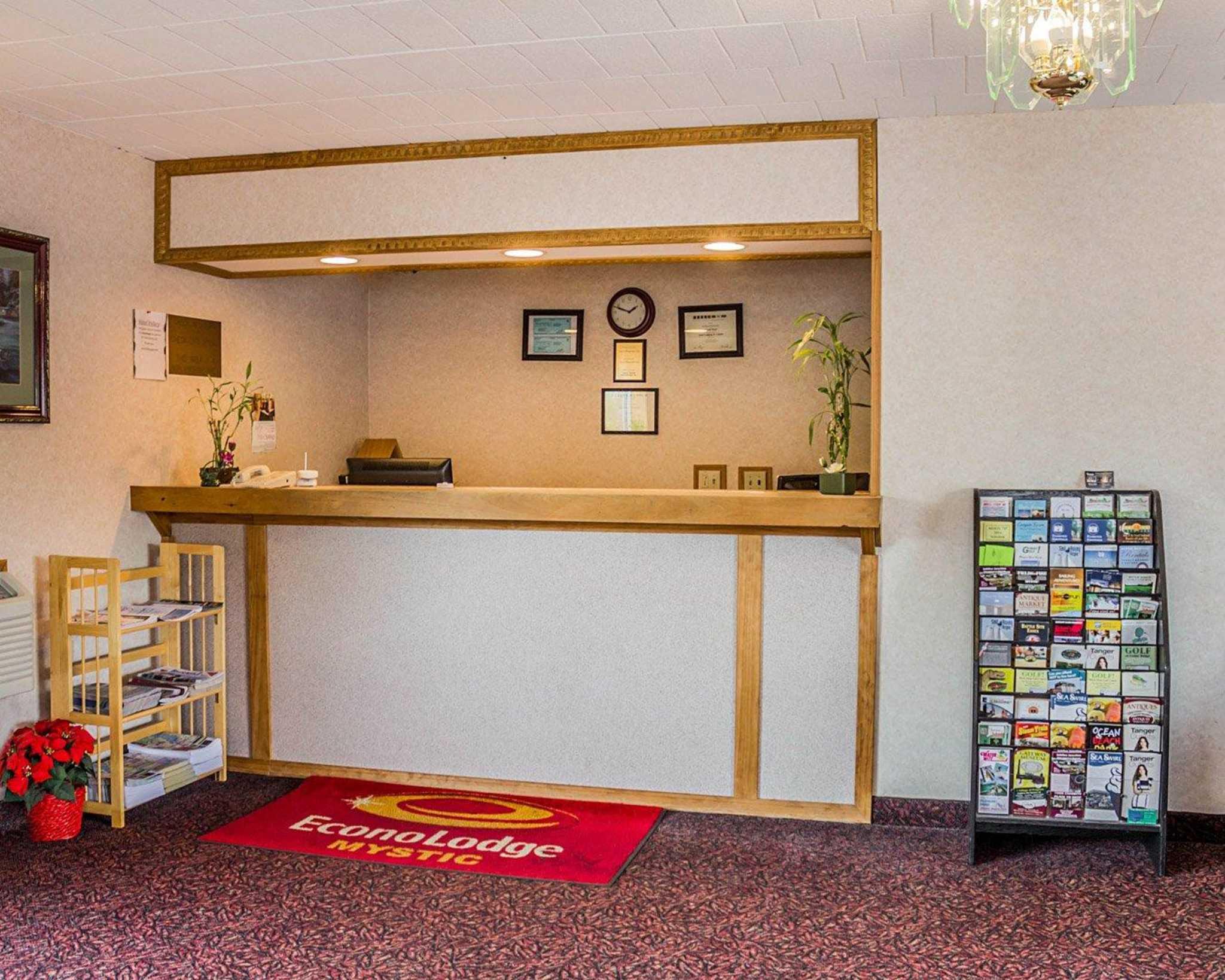Econo Lodge Mystic - Groton image 11