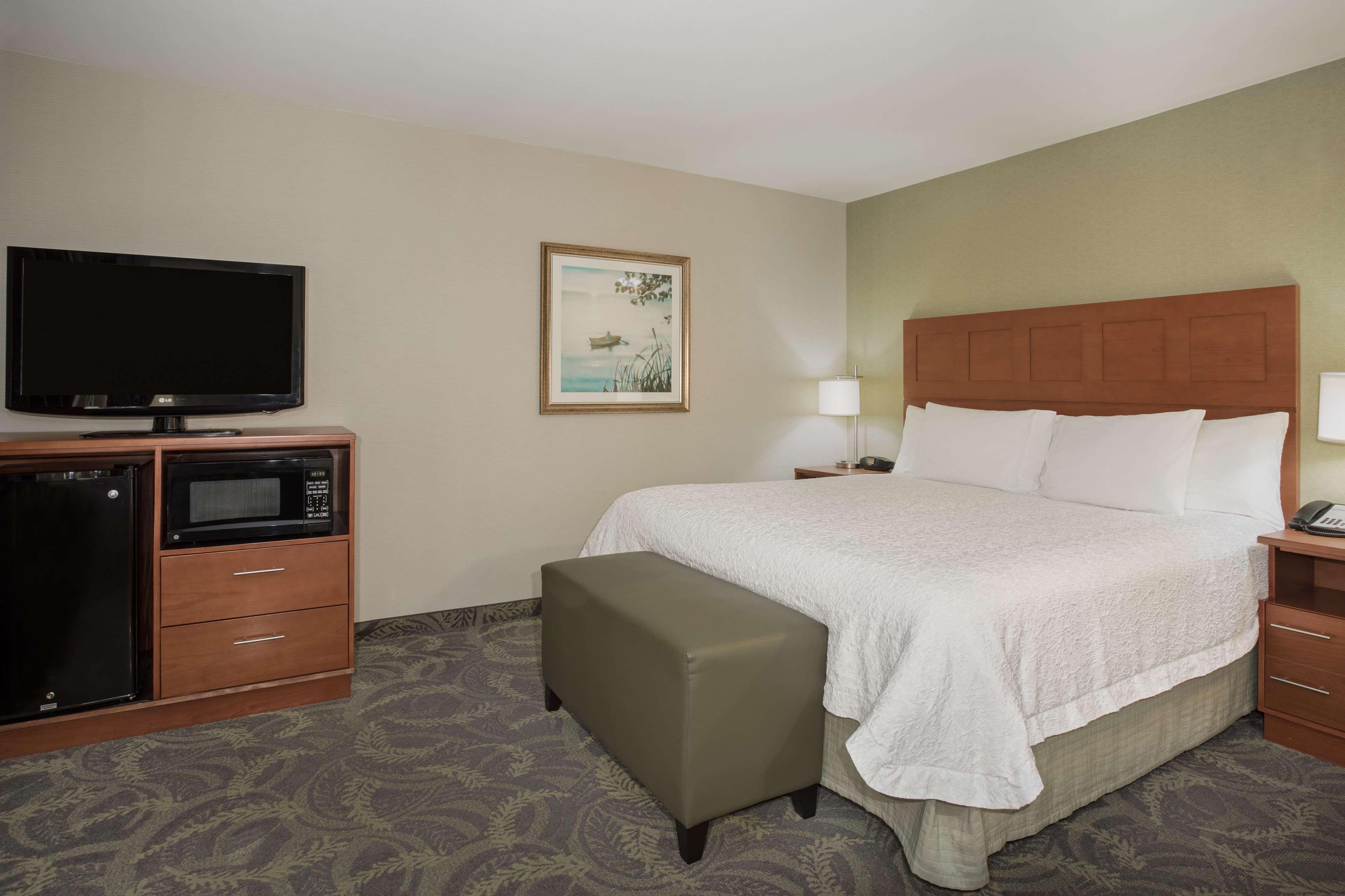 Hampton Inn & Suites Astoria image 24