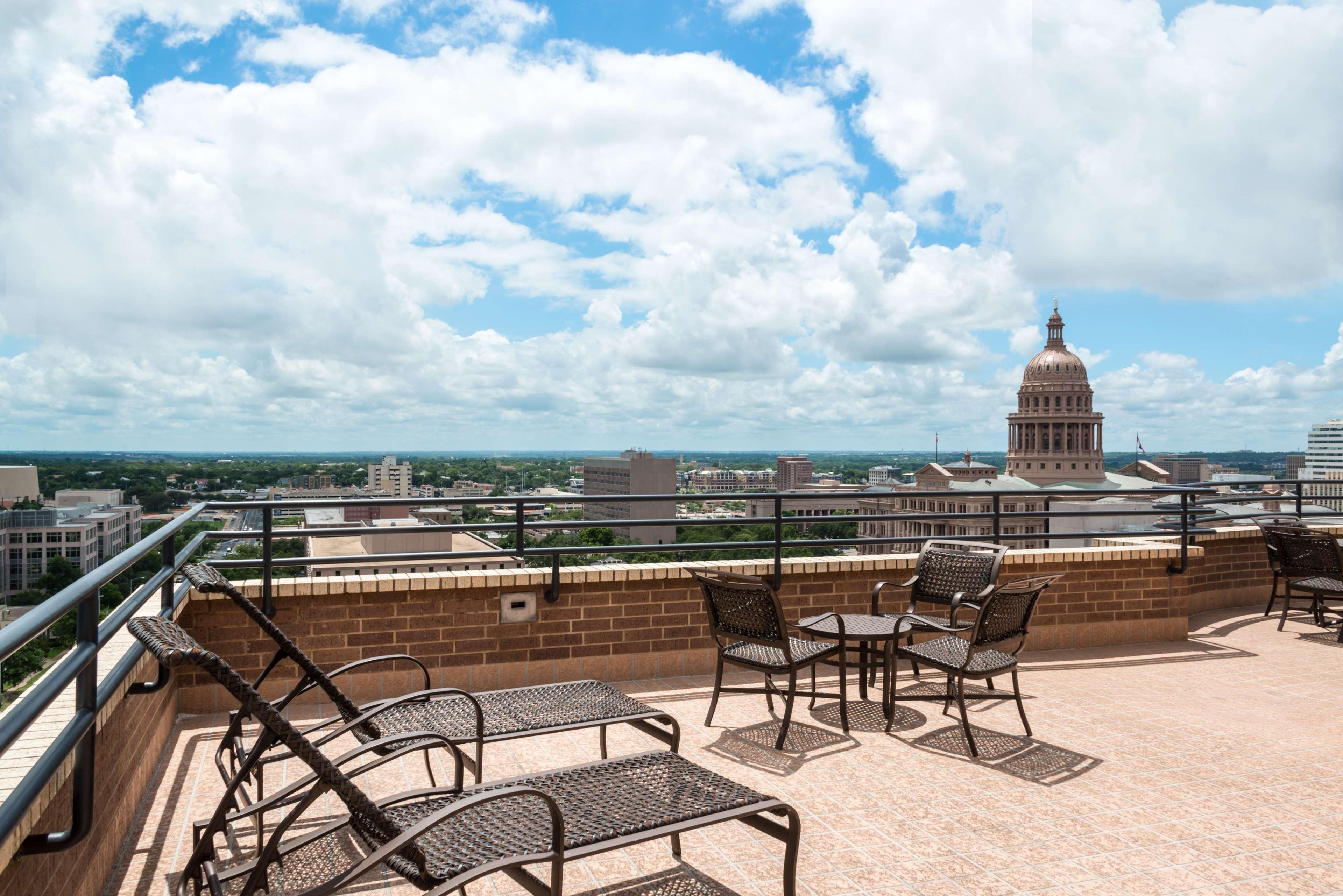 DoubleTree Suites by Hilton Hotel Austin image 9