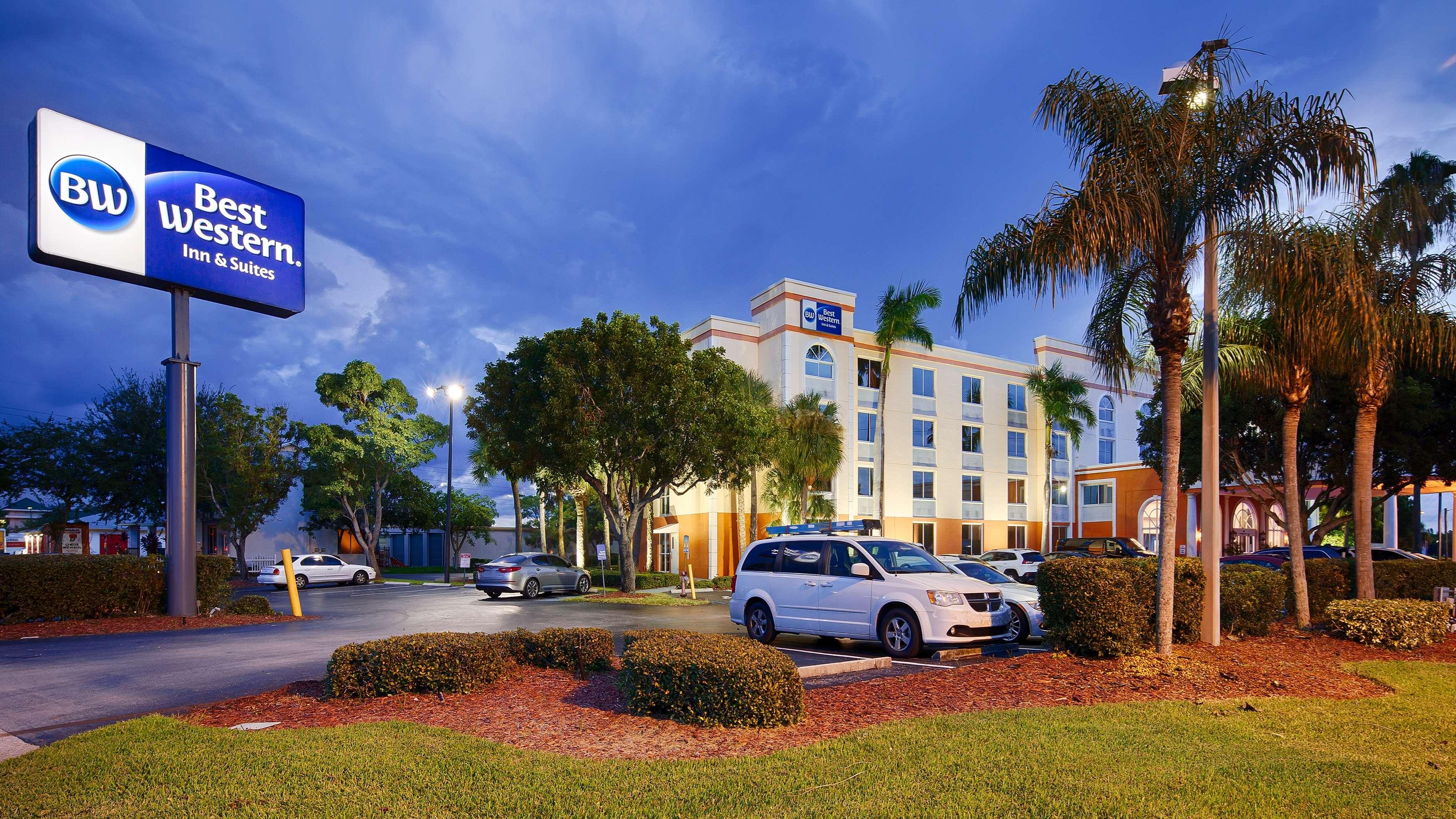 Best Western Fort Myers Inn & Suites image 0
