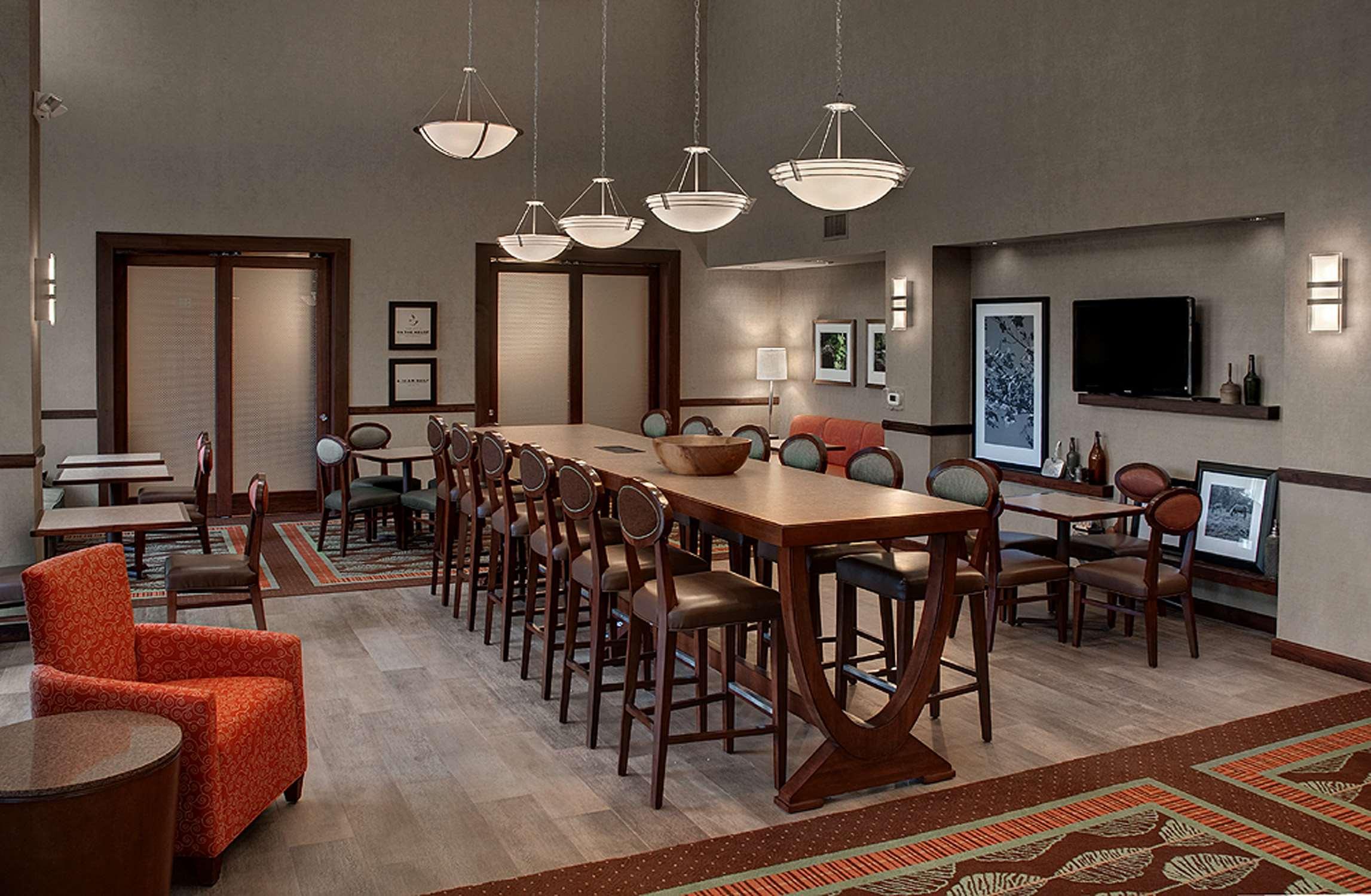 Hampton Inn & Suites Salem image 1