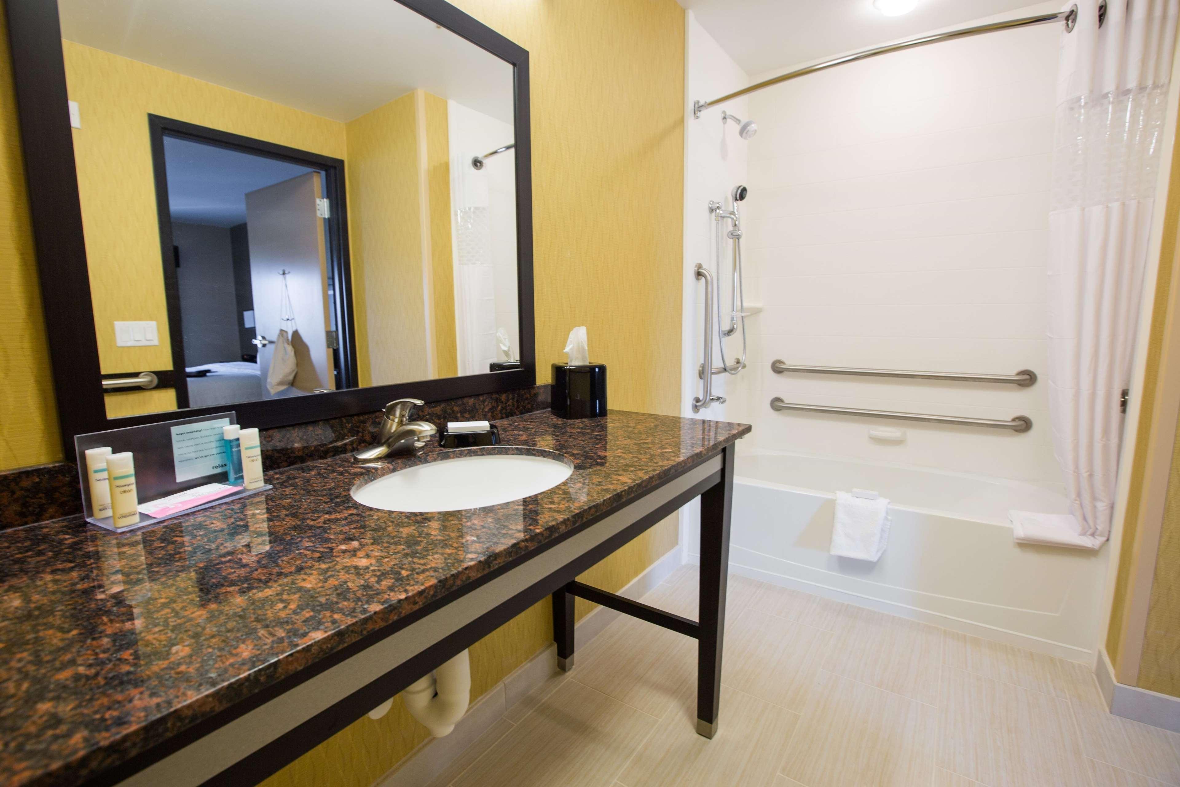 Hampton Inn & Suites Toledo/Westgate image 9