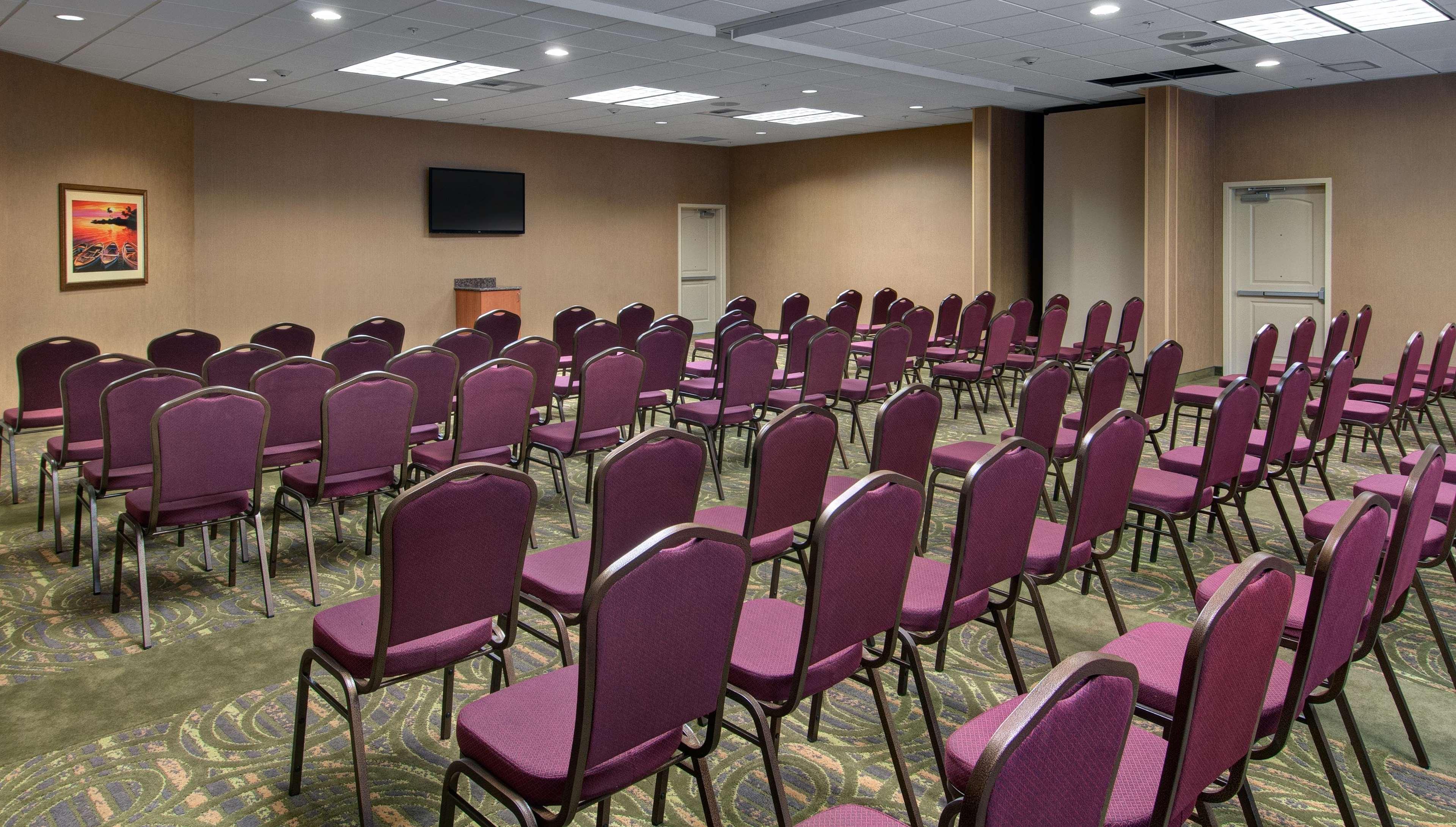 Hampton Inn & Suites Astoria image 73