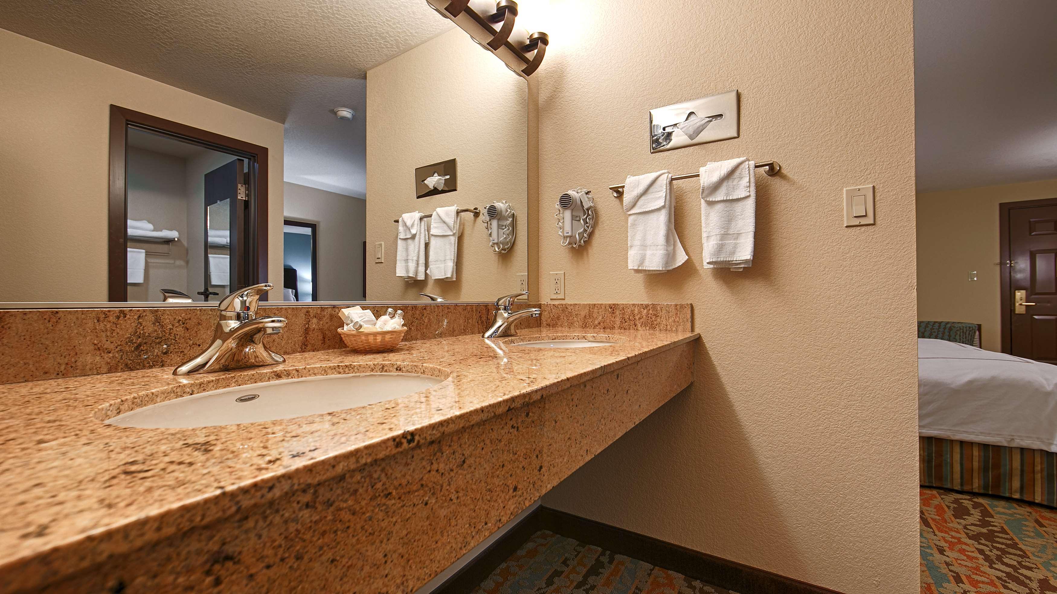 Best Western Windsor Inn image 11