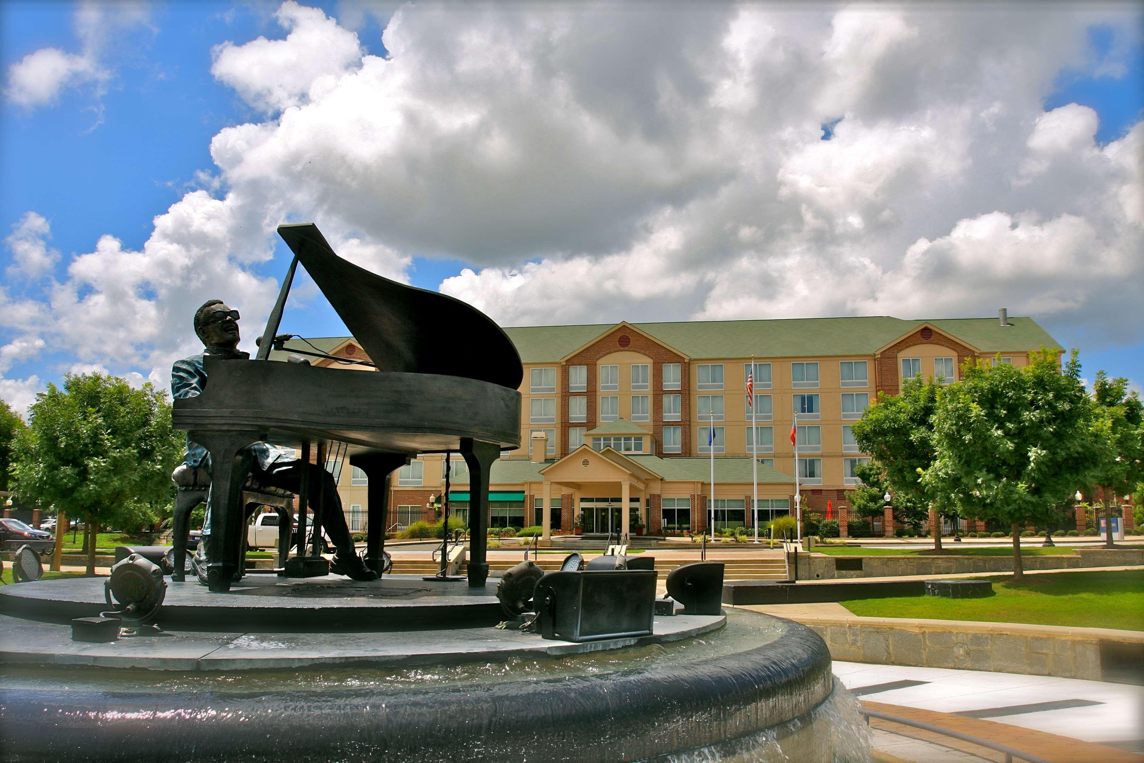 Hilton Garden Inn Albany image 1