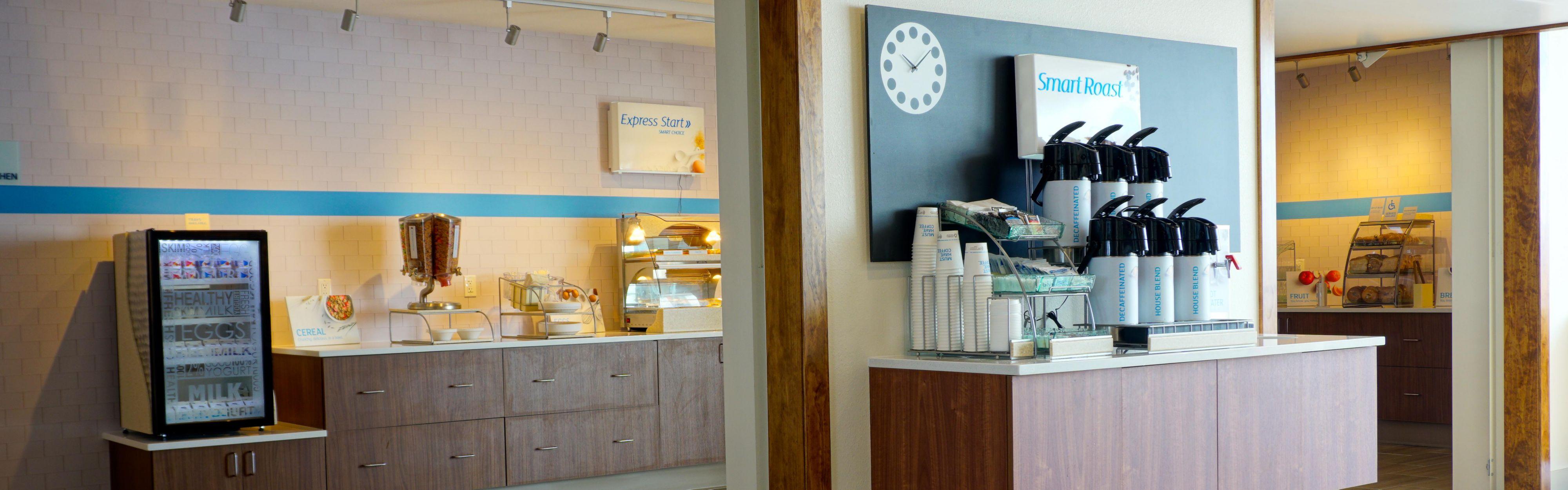 Holiday Inn Express & Suites Omaha - Millard Area image 3