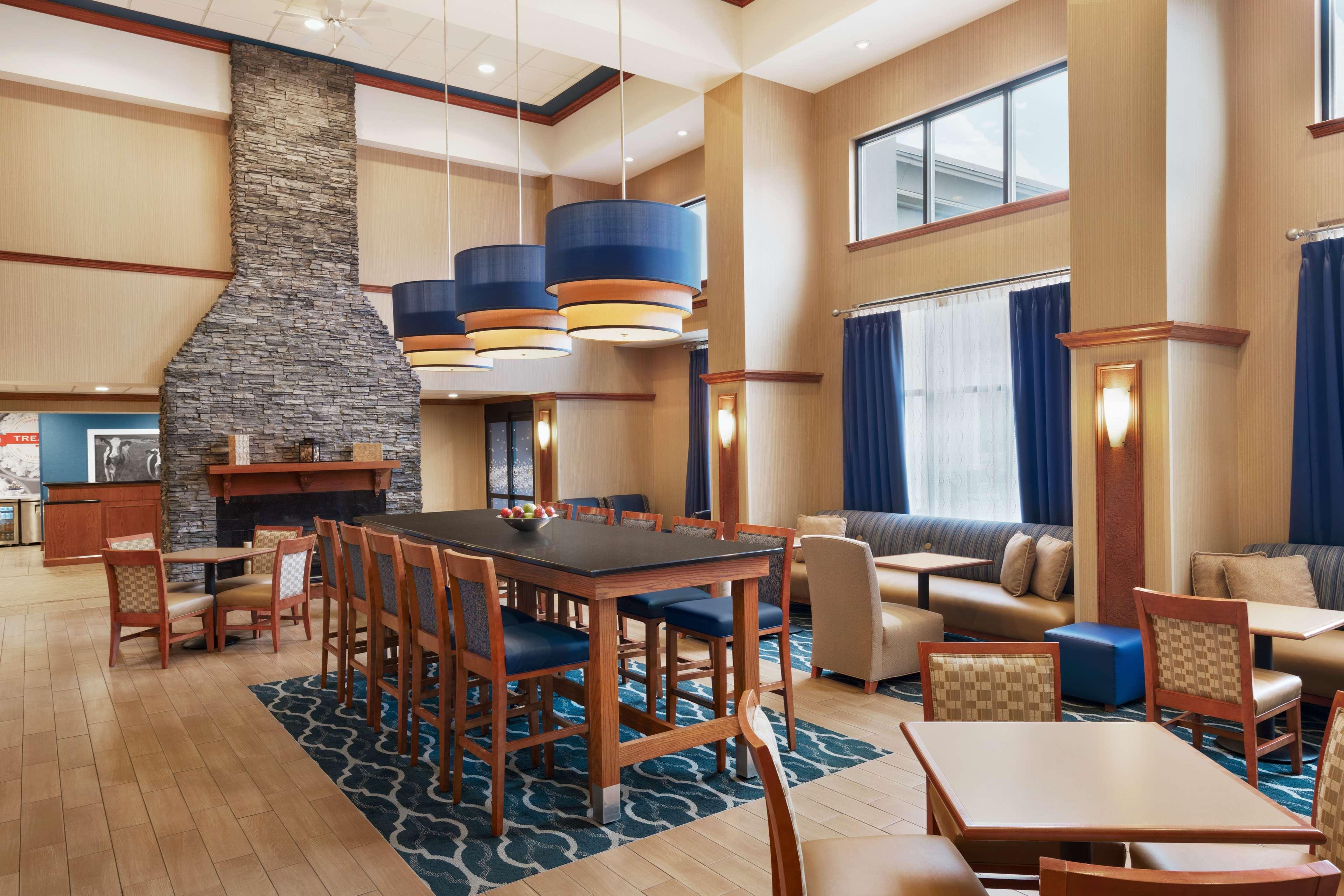 Hampton Inn & Suites Ephrata - Mountain Springs image 2
