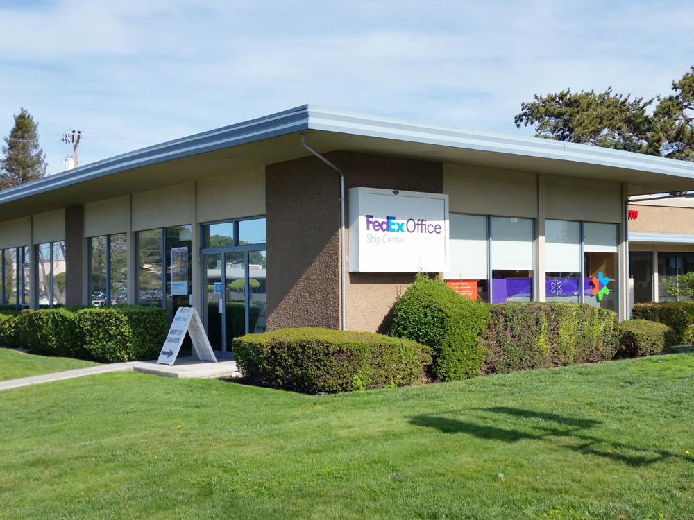 FedEx Office Ship Center image 0