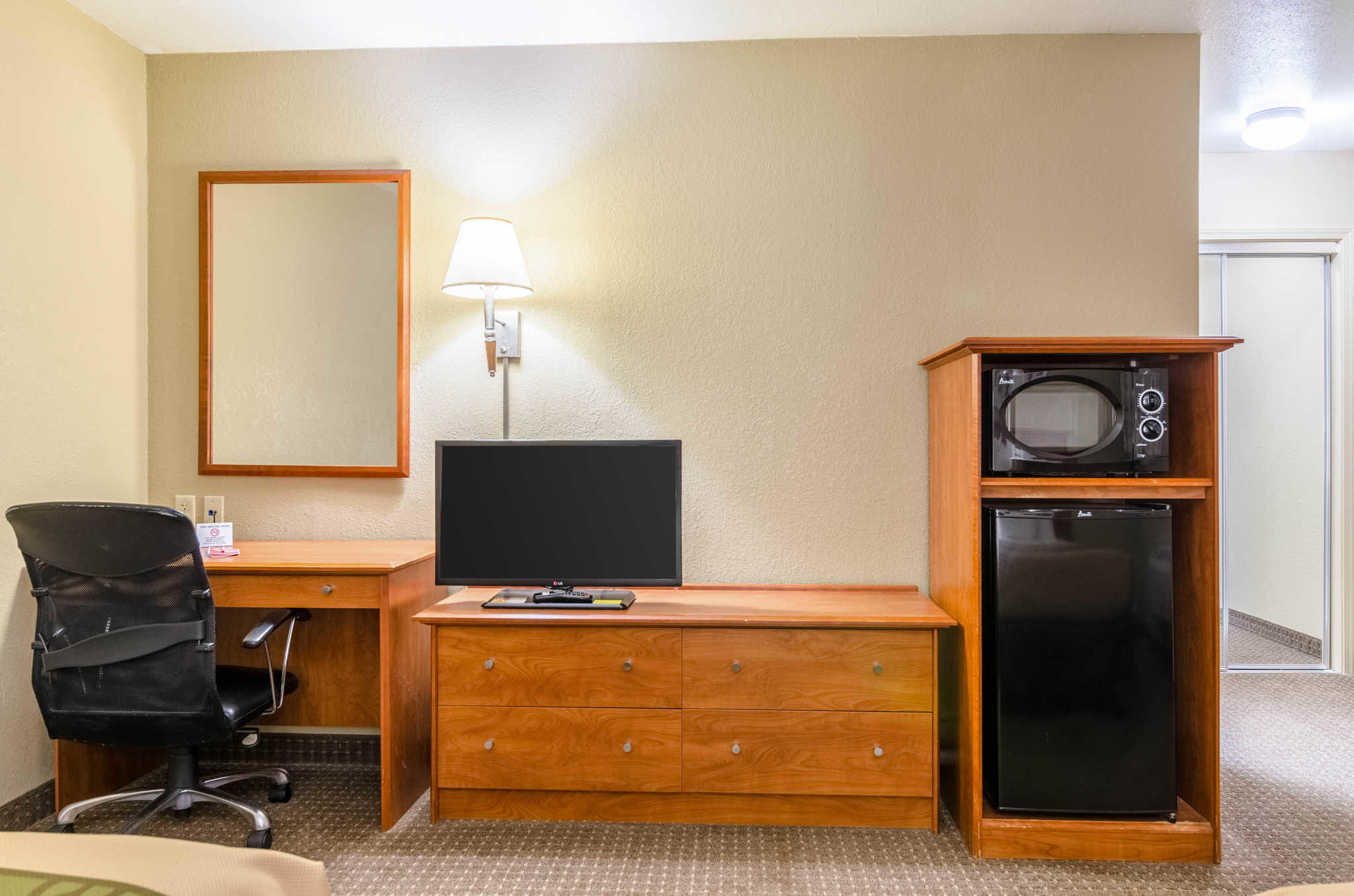 Econo Lodge  Inn & Suites I-35 at Shawnee Mission image 10