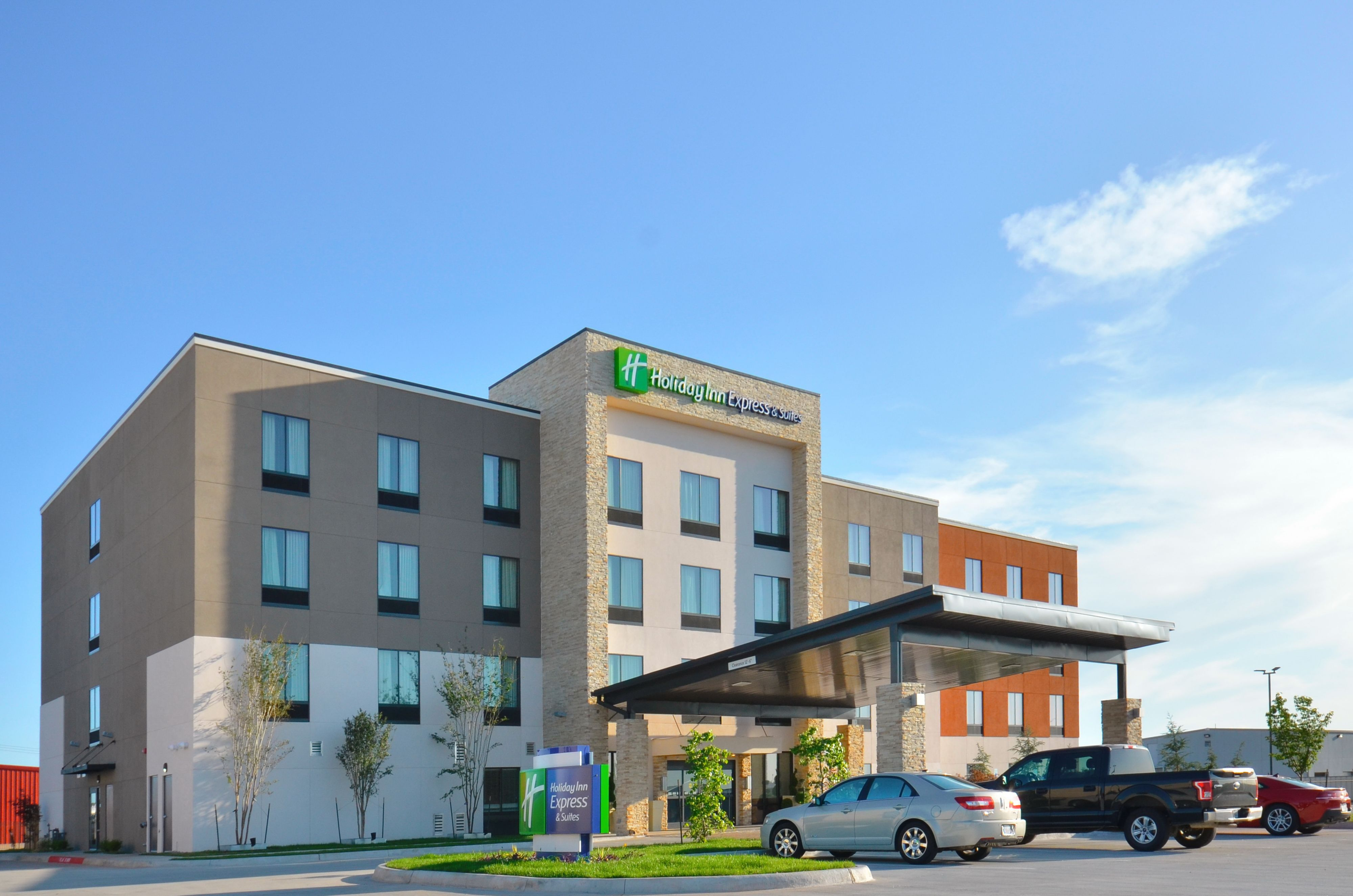 Holiday Inn Express & Suites Oklahoma City - Bethany image 2