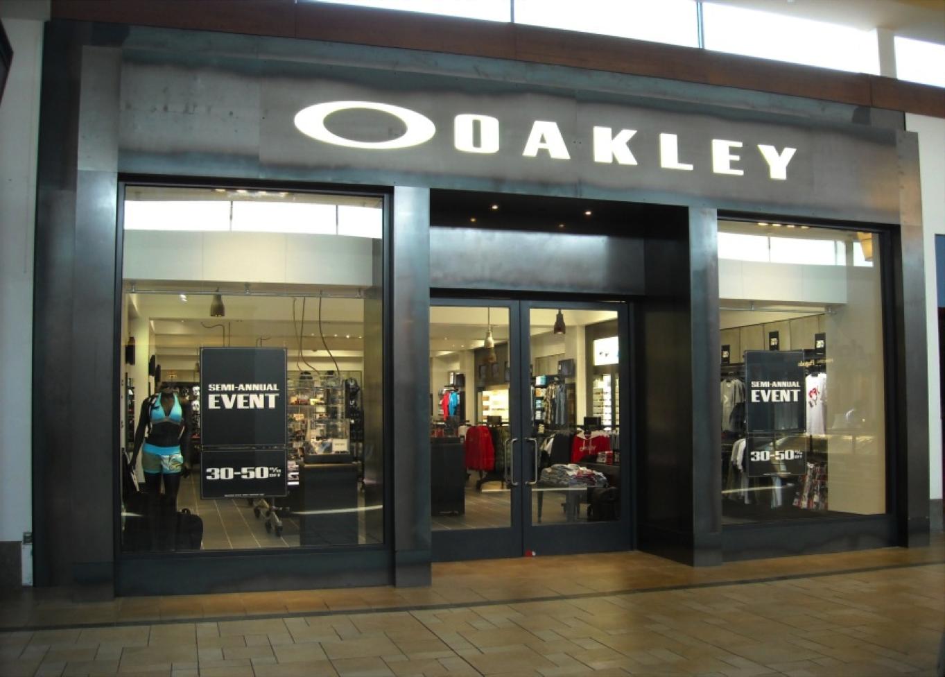 nearest oakley outlet store