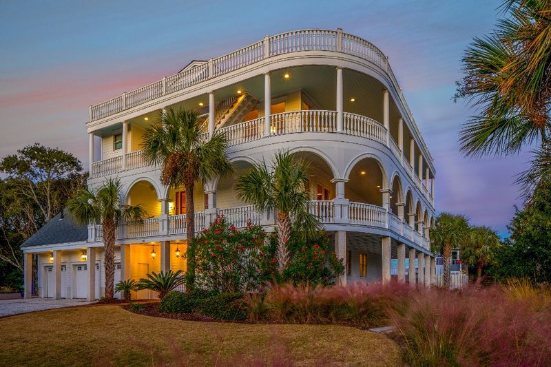 Isle of Palms Vacation Rentals by Exclusive Properties image 68