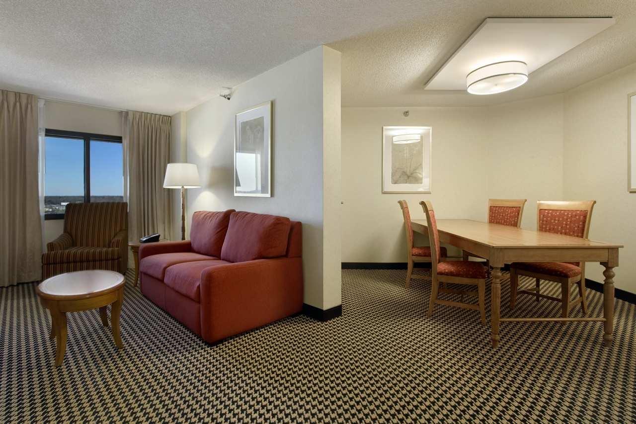 Hilton Chicago/Oak Brook Suites image 22