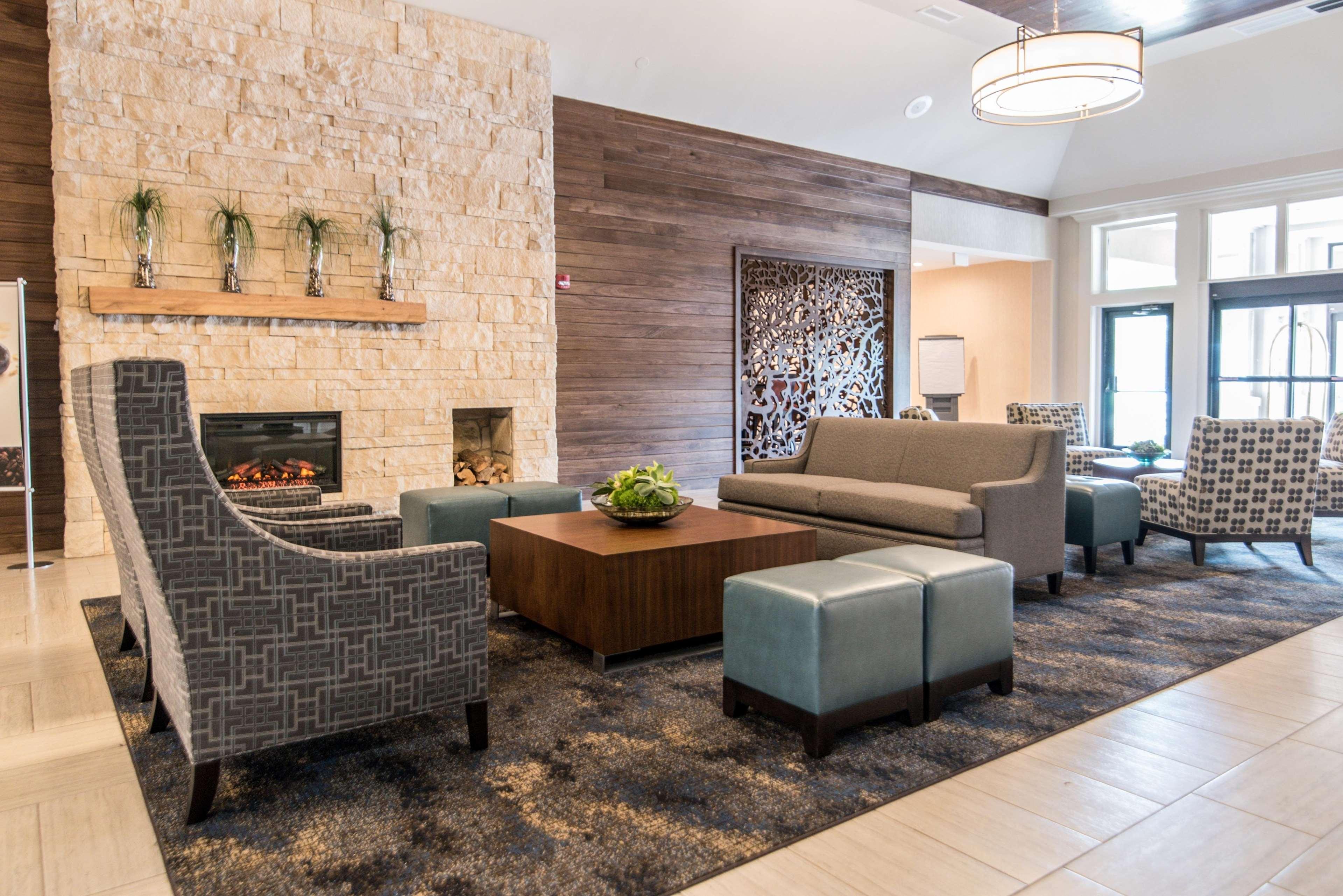 Doubletree By Hilton Hotel Cleveland Westlake 1100 Crocker Road Oh Hotels Motels Mapquest