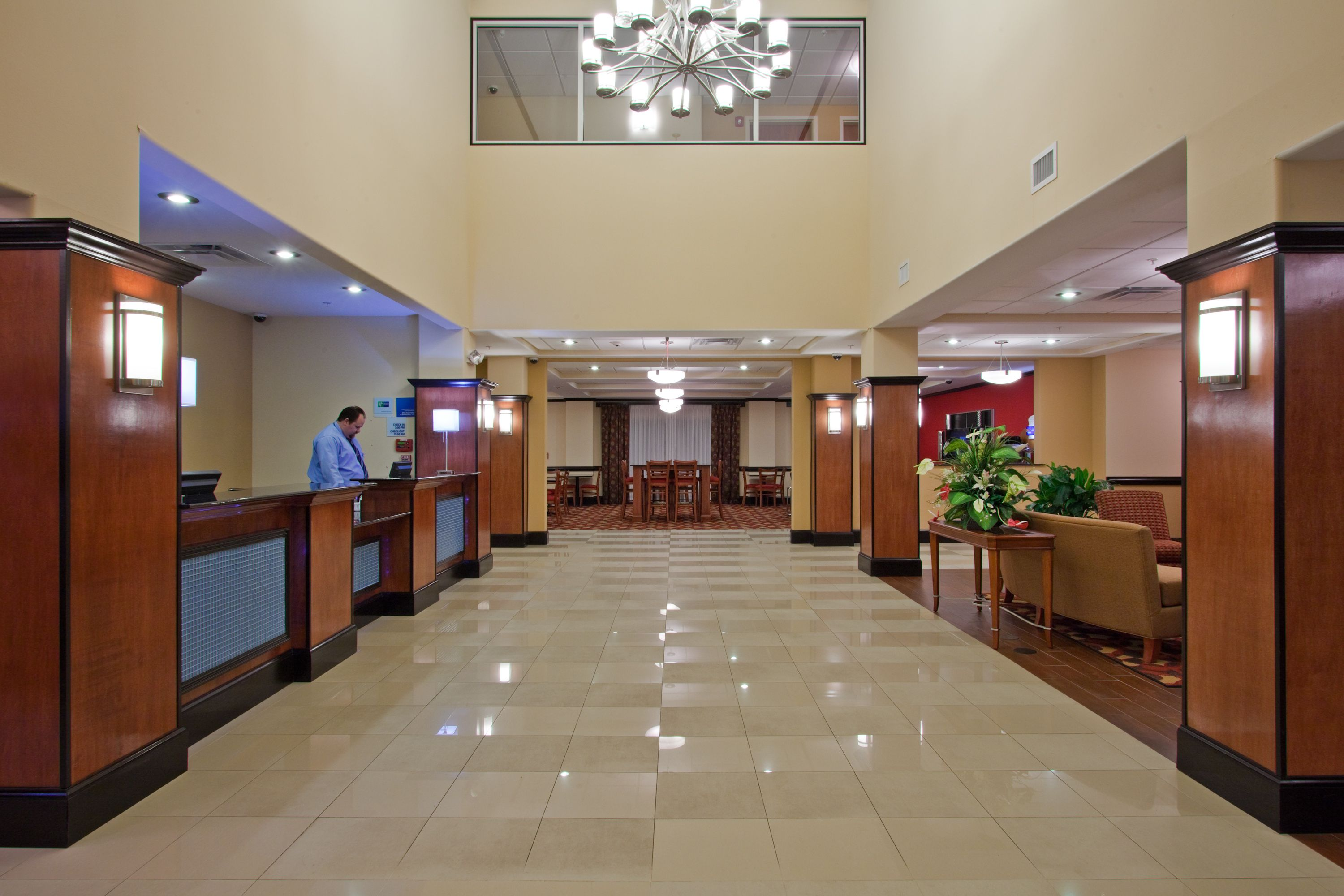 Holiday Inn Express & Suites Bainbridge image 4