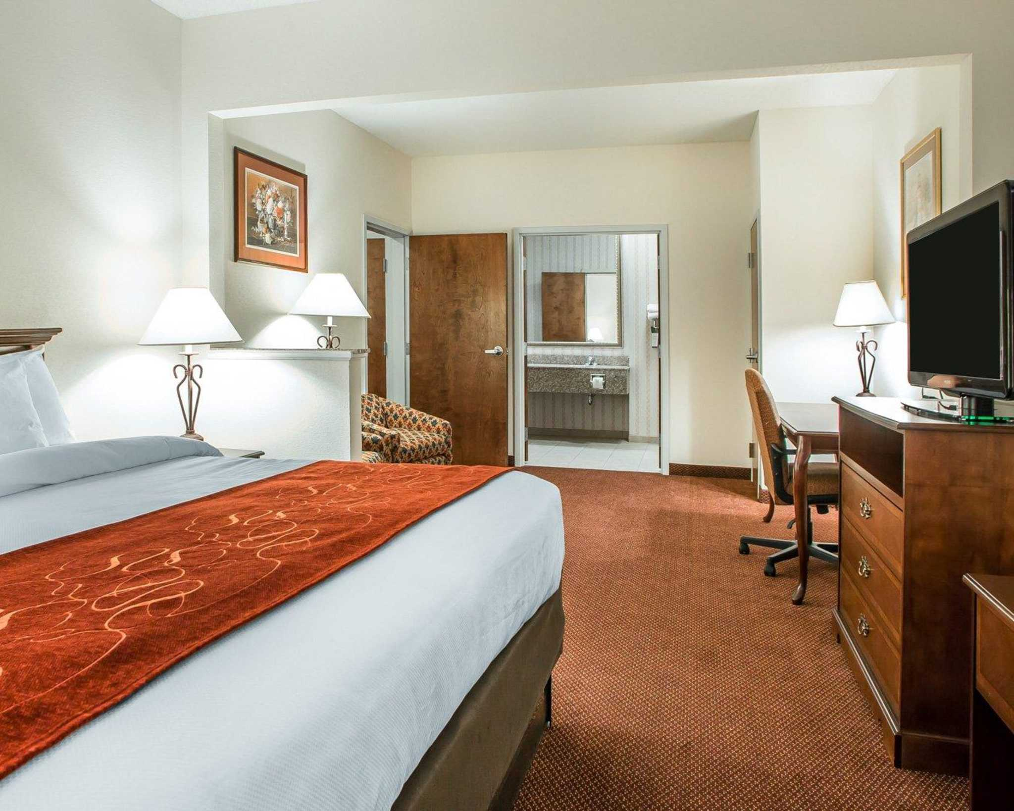 Comfort Suites Jefferson City image 27