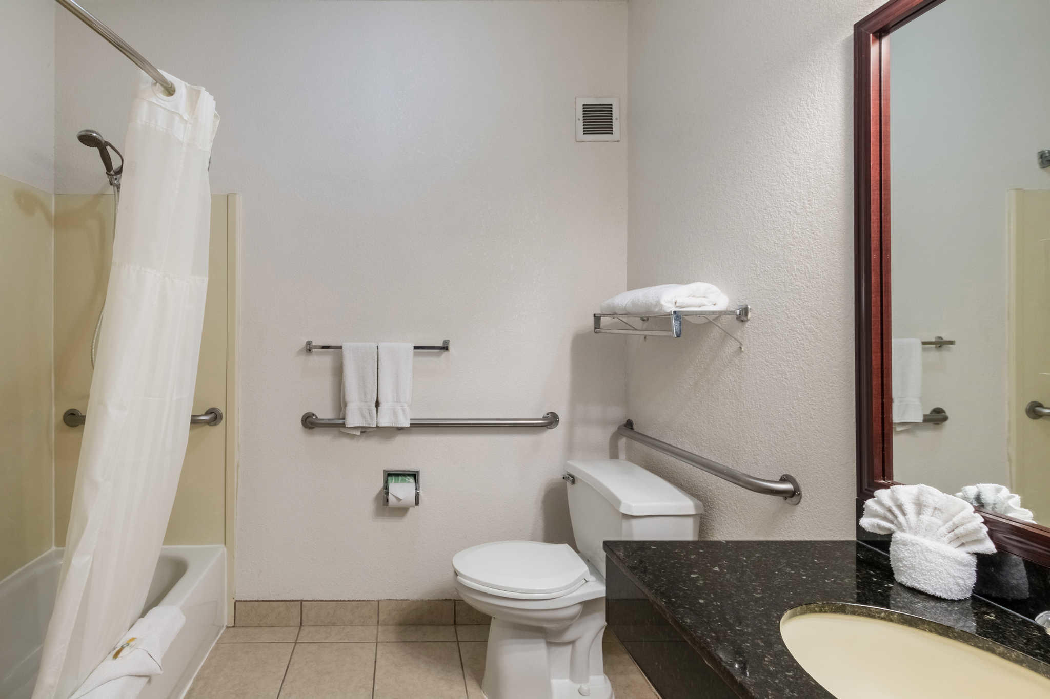 Quality Suites Burleson - Ft. Worth image 12