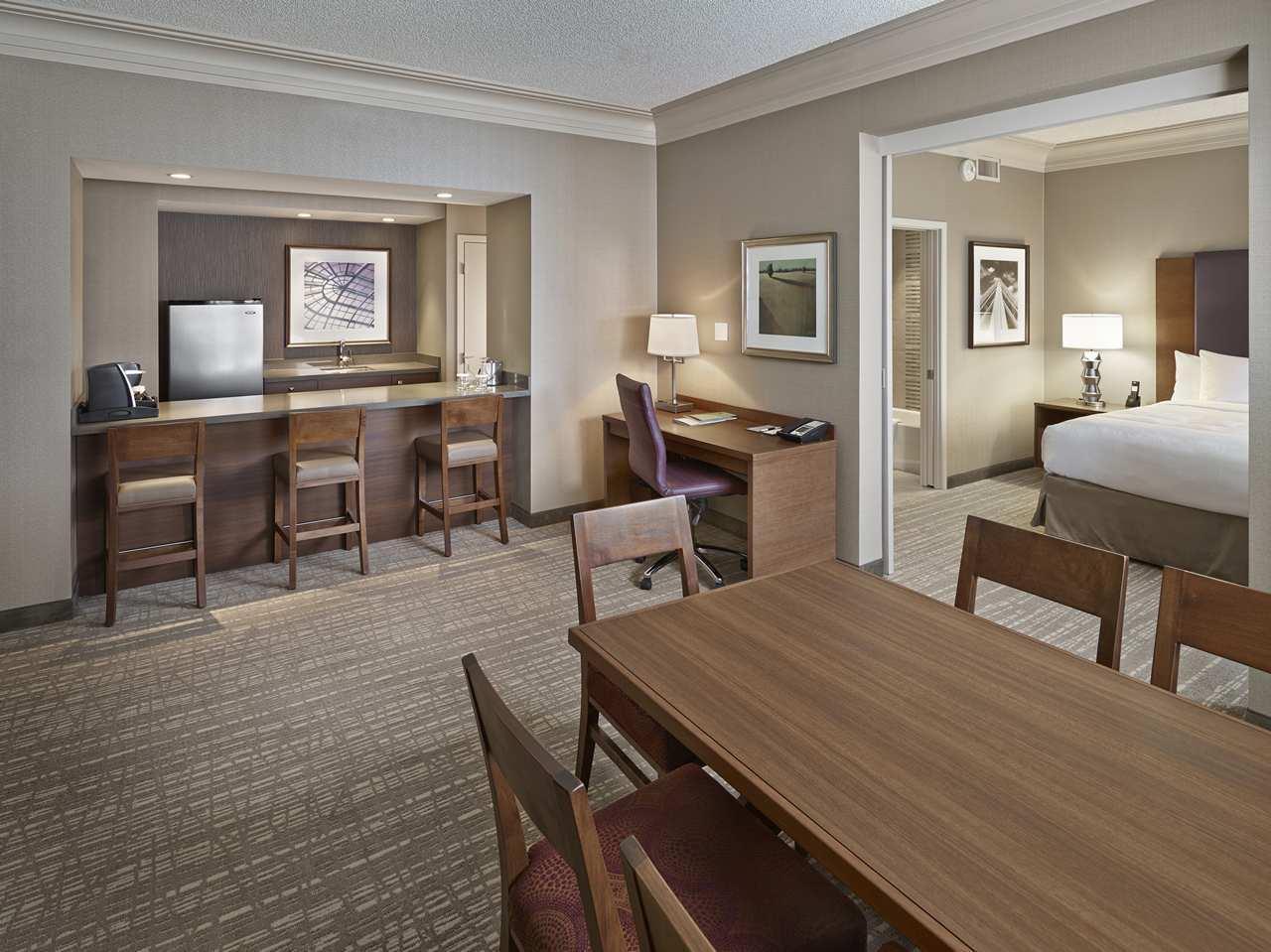 DoubleTree by Hilton Hotel West Edmonton in Edmonton: King Hospitality Suite Work Space and Breakfast Bar