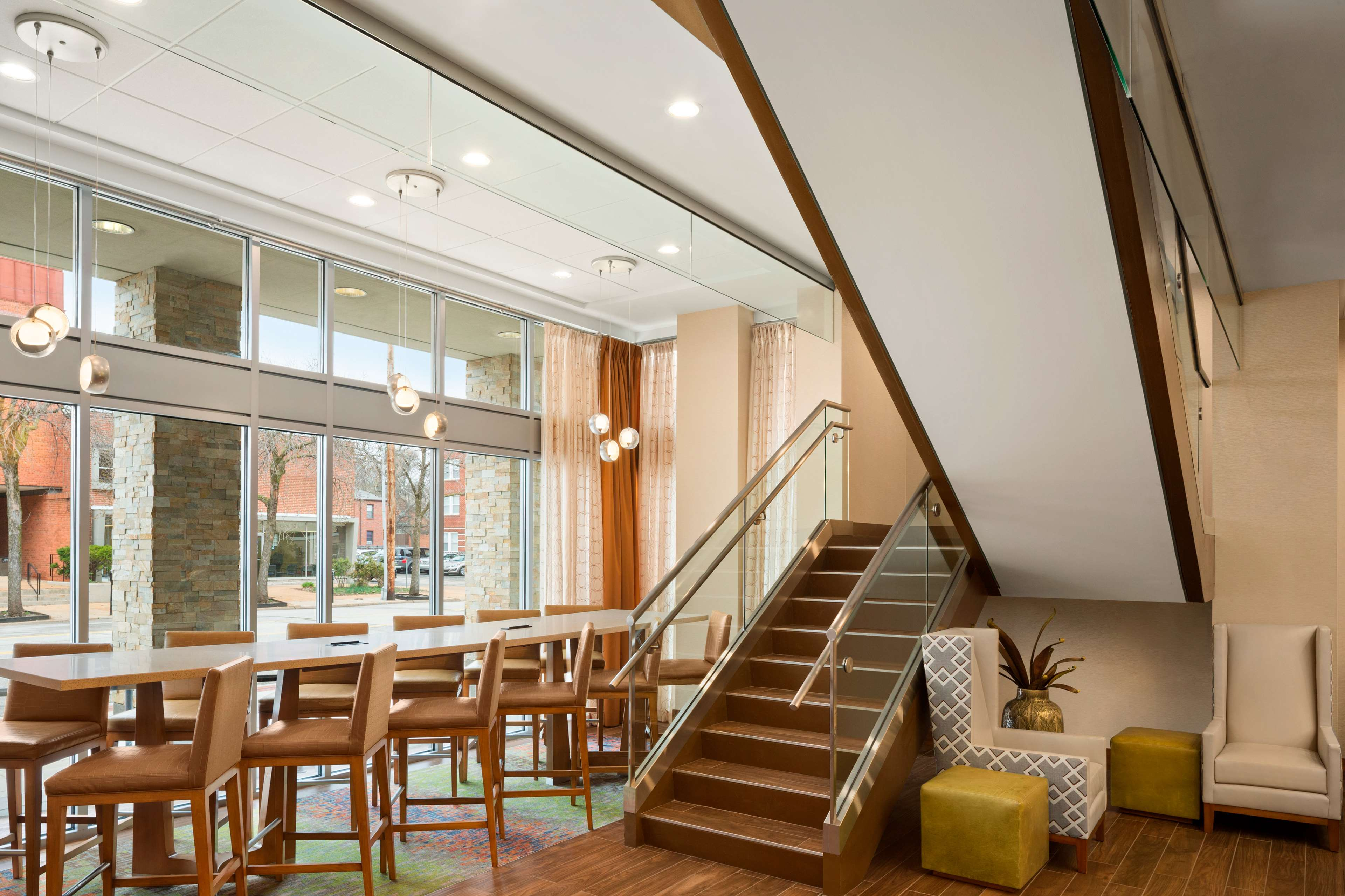 Hampton Inn and Suites Clayton/St Louis-Galleria Area image 5