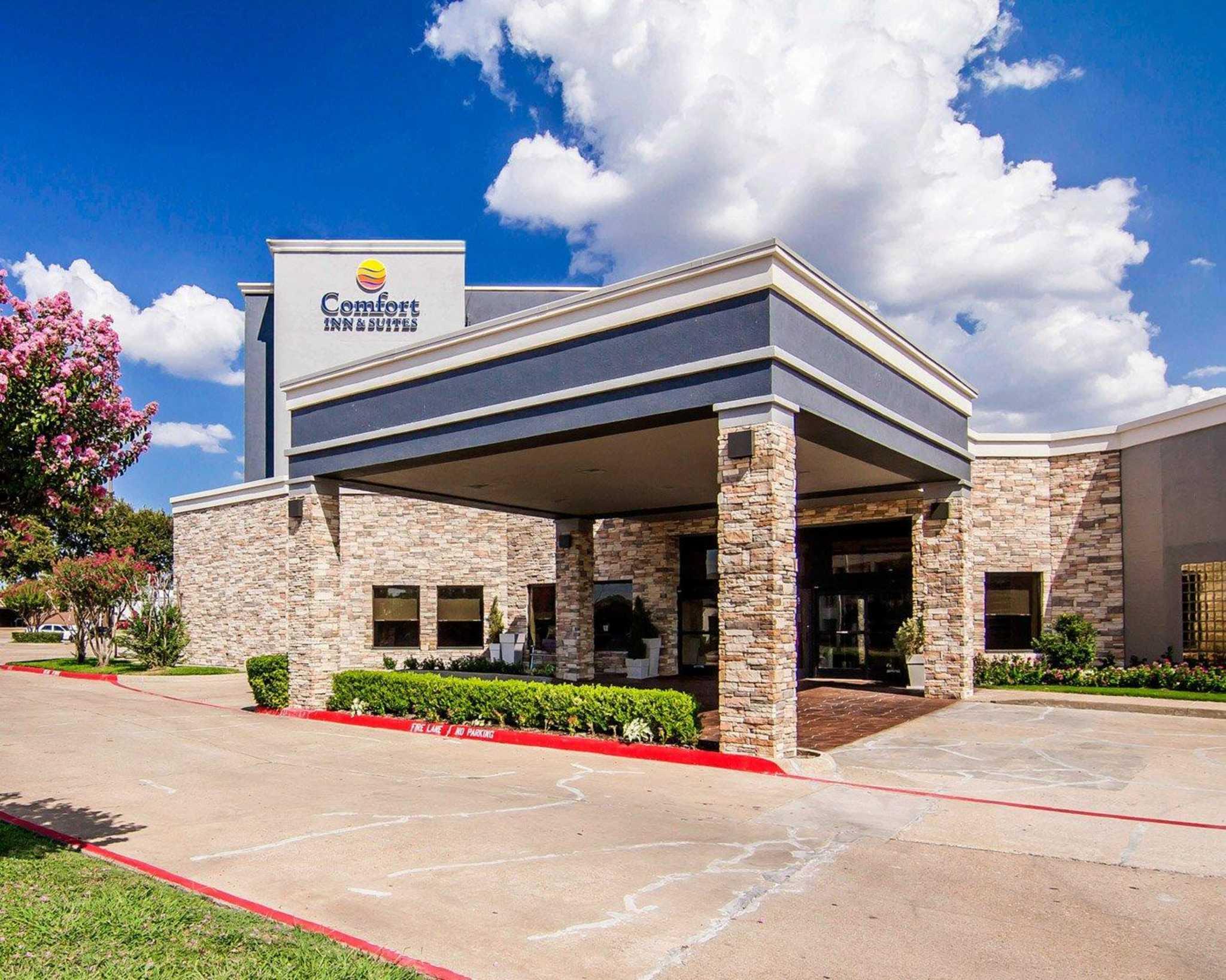 Comfort Inn & Suites Plano East image 1