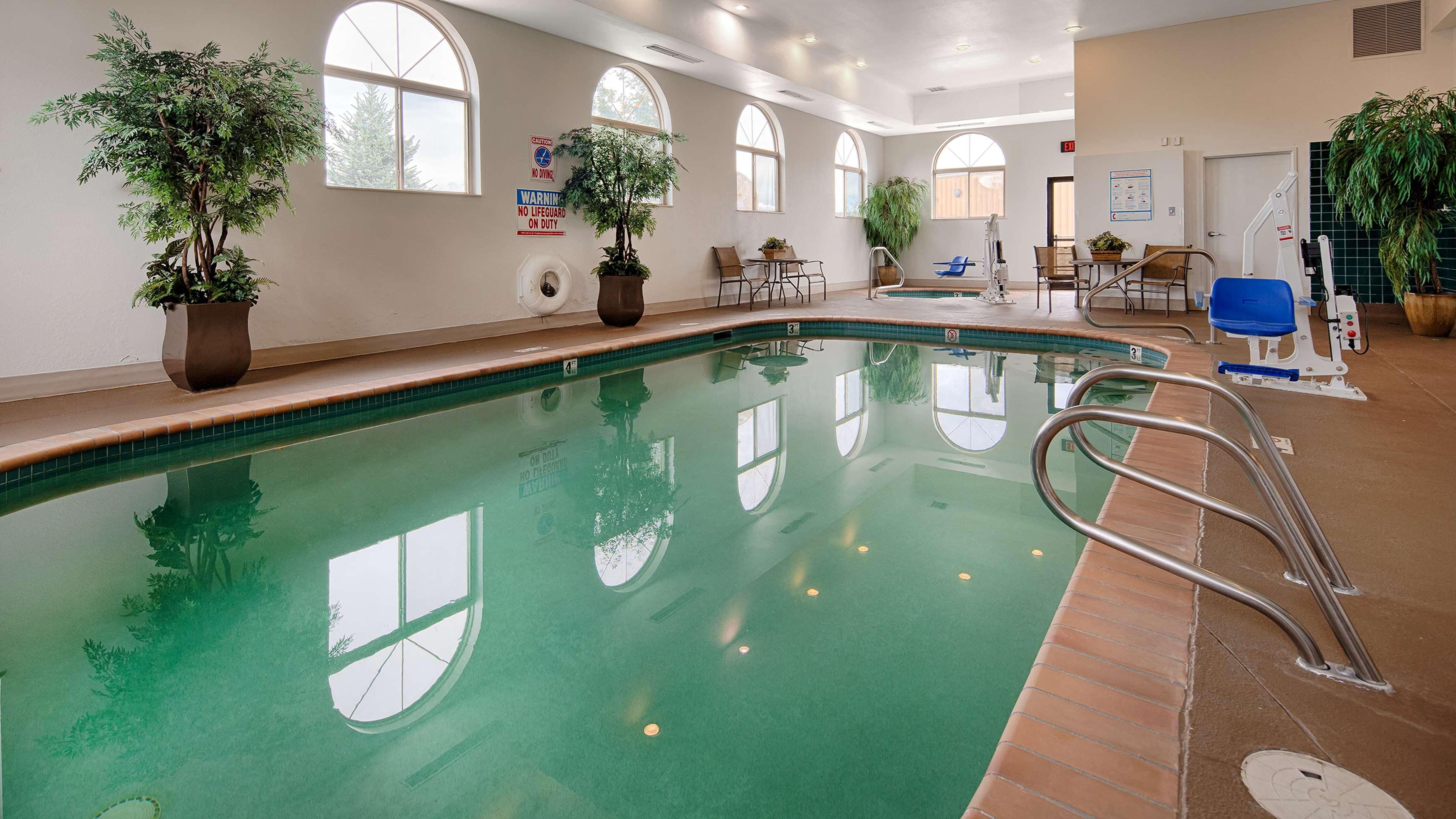 Best Western Plus Deer Park Hotel and Suites