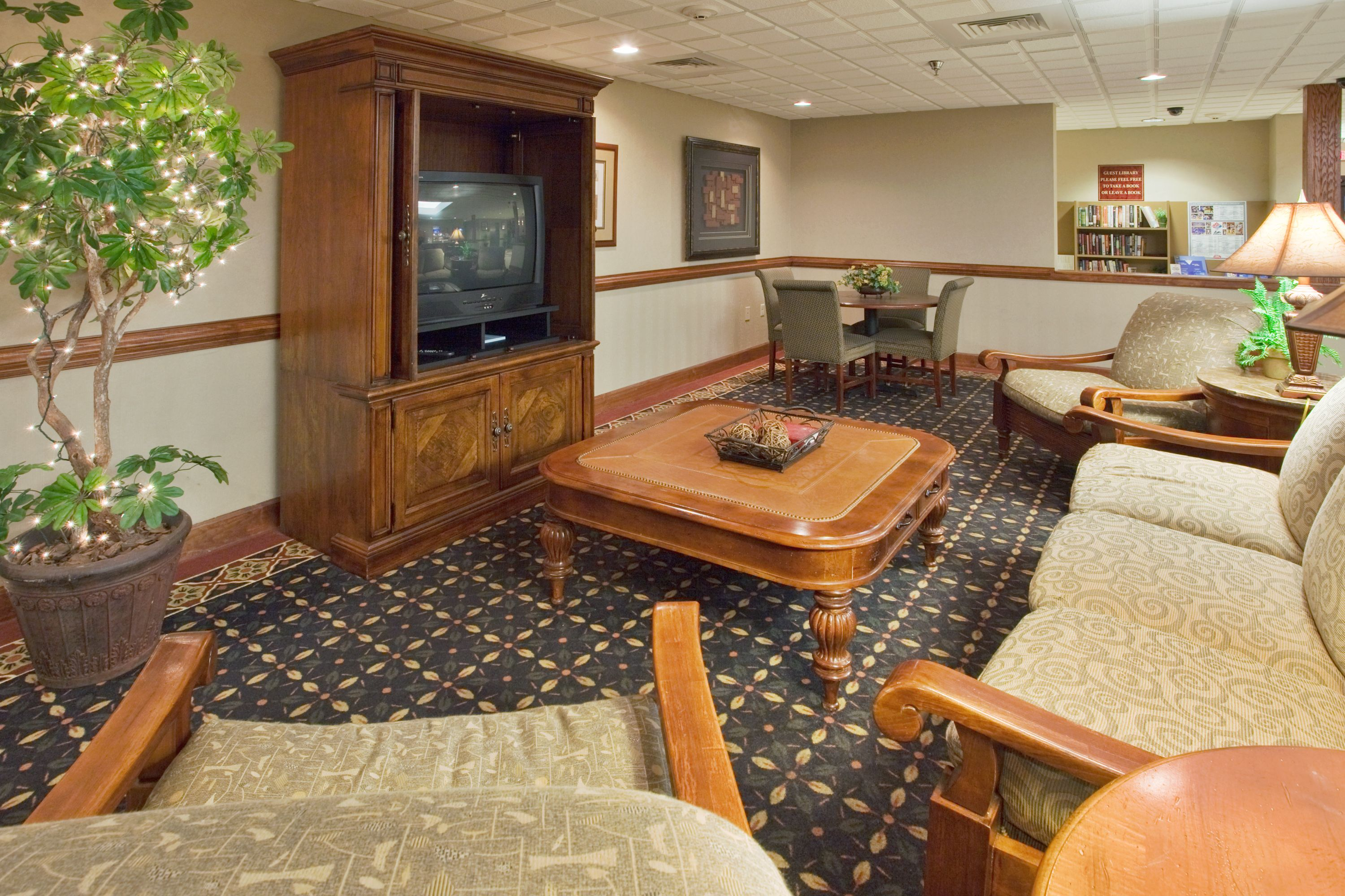 Holiday Inn Express & Suites Laurinburg image 3