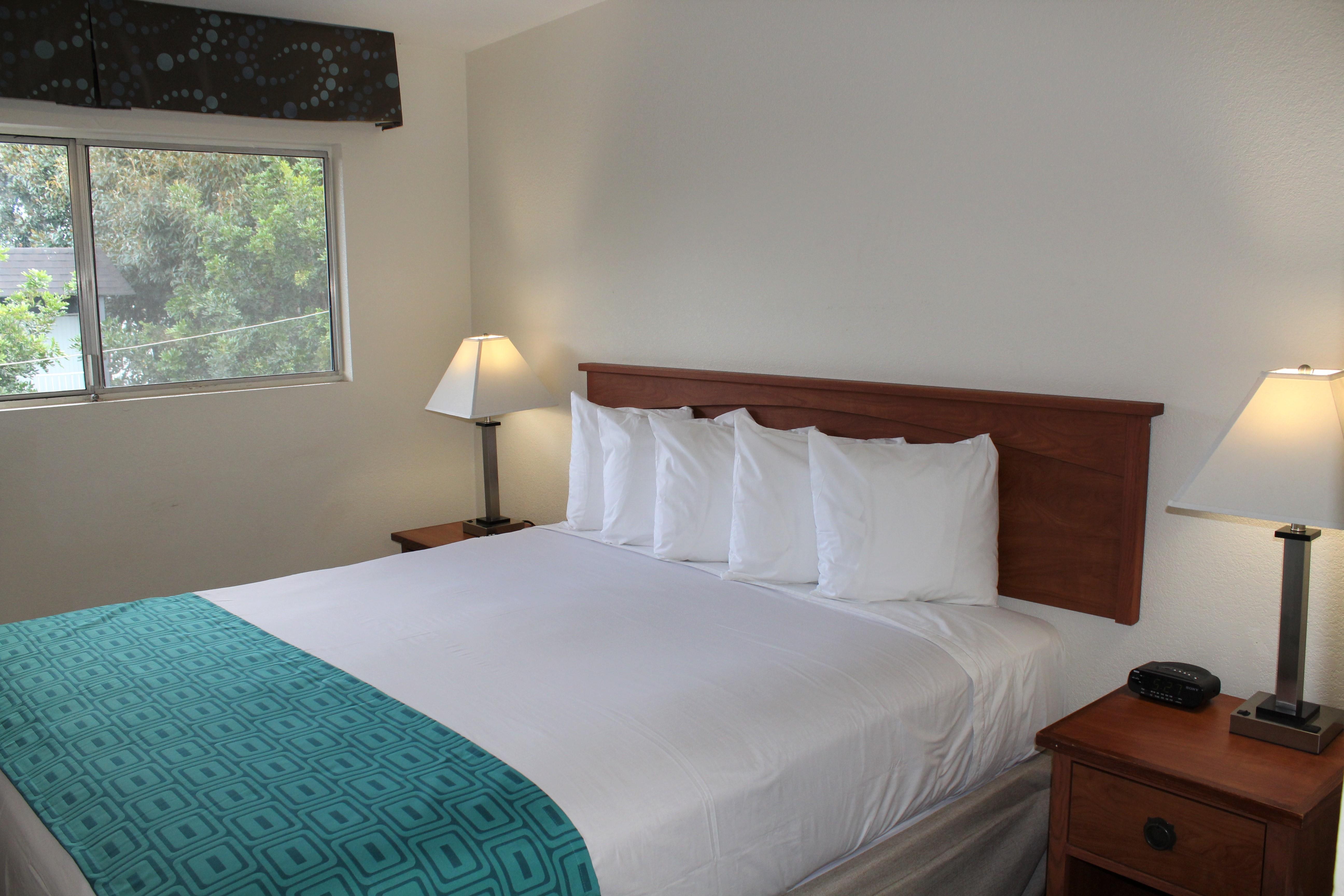 Howard Johnson by Wyndham Chula Vista San Diego Suite Hotel image 0