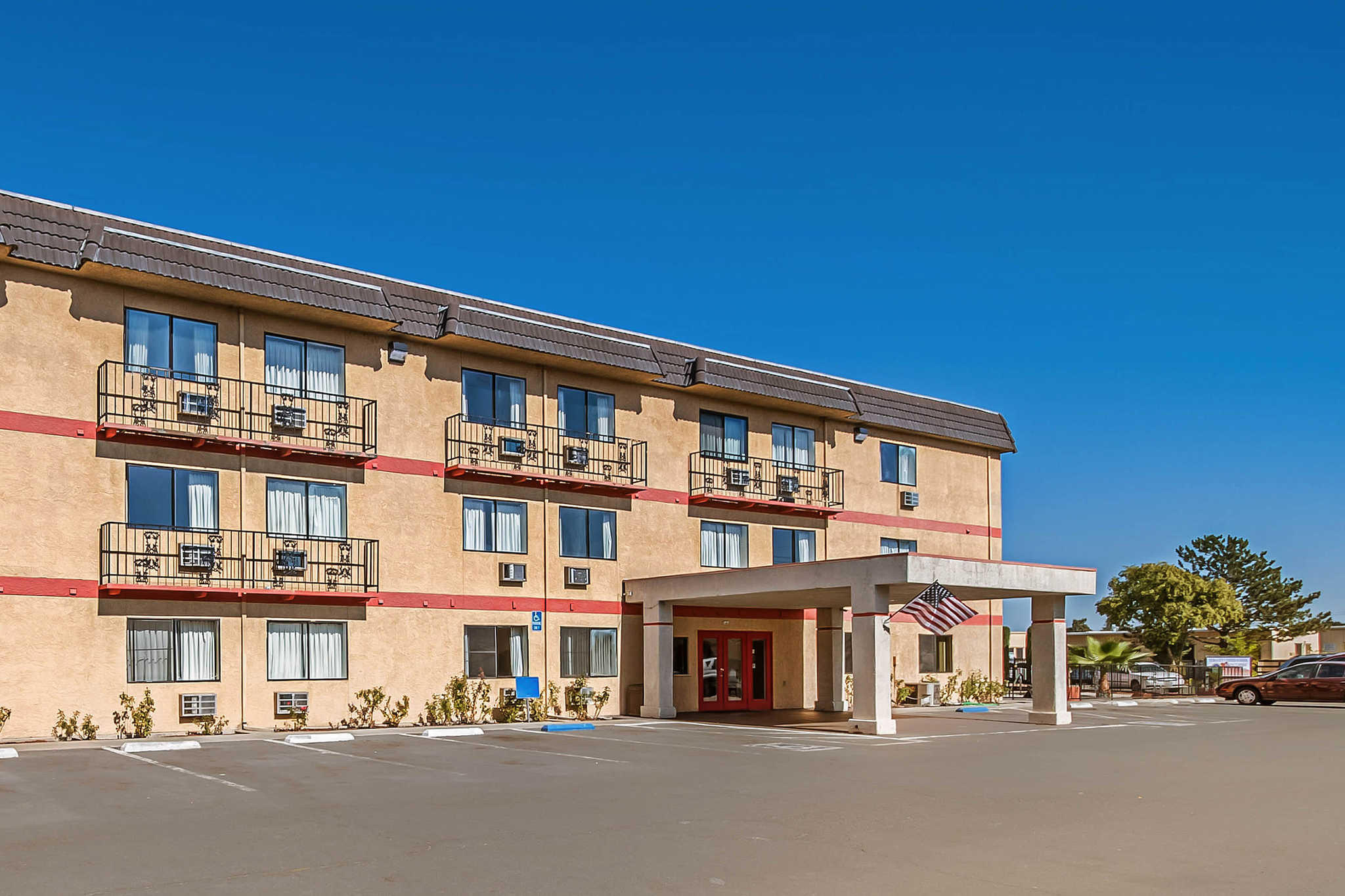 Econo Lodge Inn & Suites Yuba City - Marysville image 1