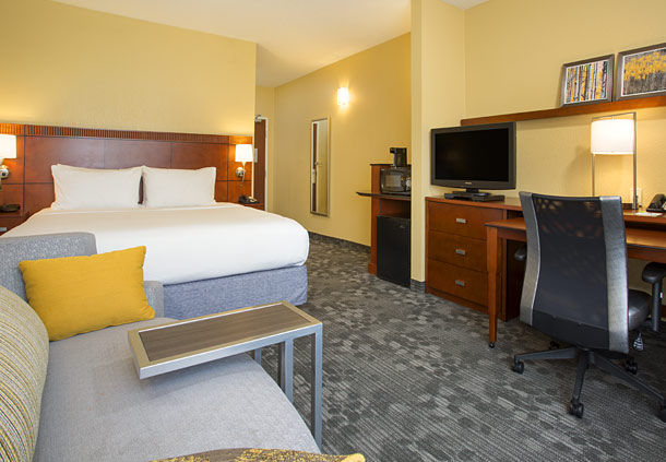 Courtyard by Marriott Austin Airport image 5