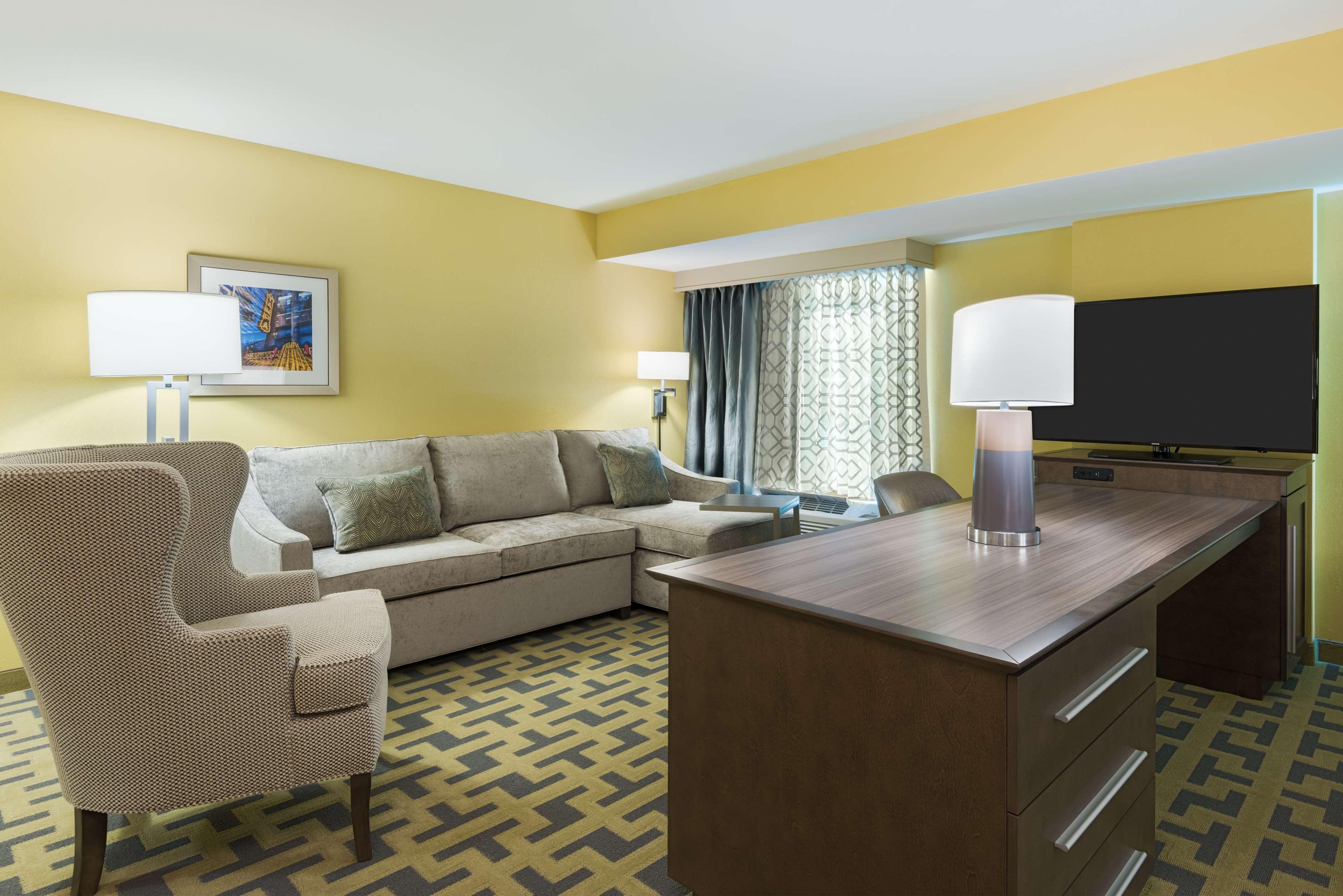 Hampton Inn & Suites Tampa Airport Avion Park Westshore image 13