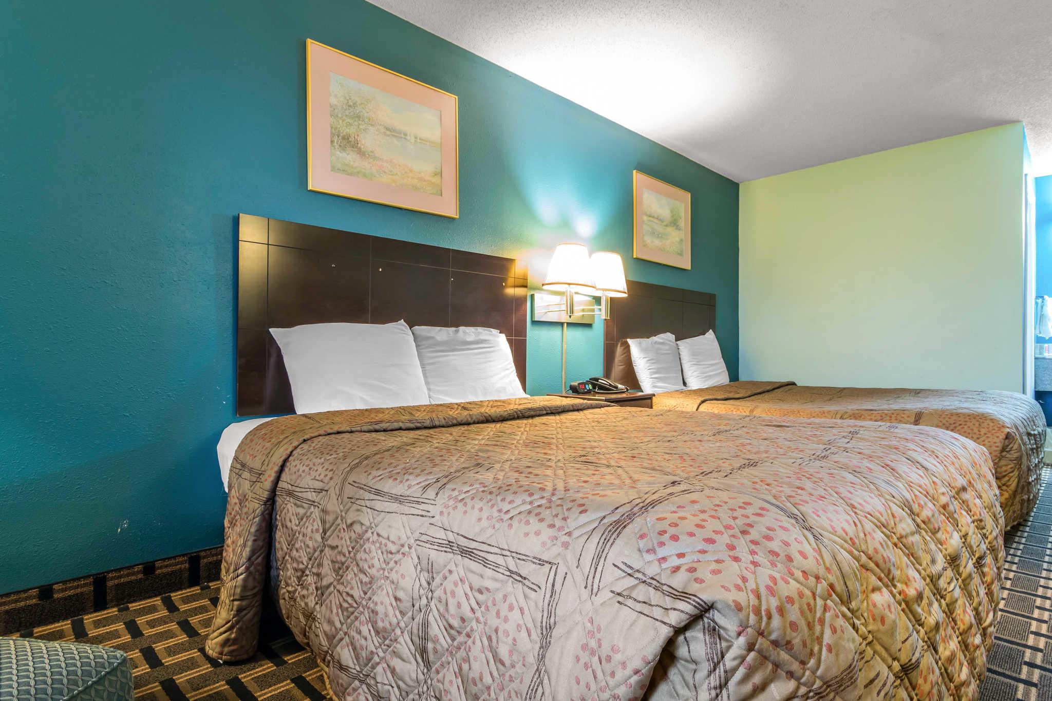 Econo Lodge Inn & Suites I-65 image 15